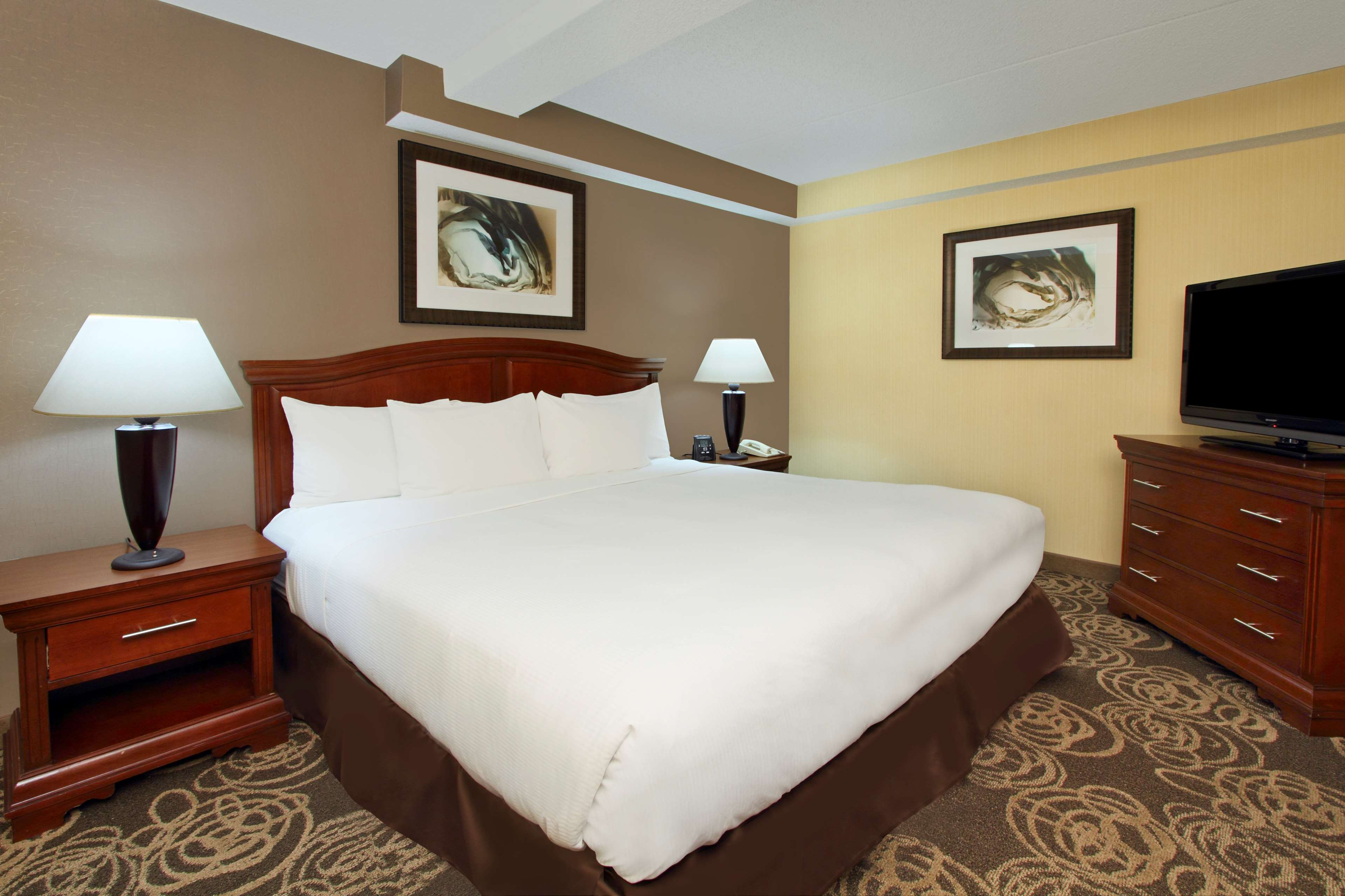 DoubleTree by Hilton Hotel Mahwah image 10