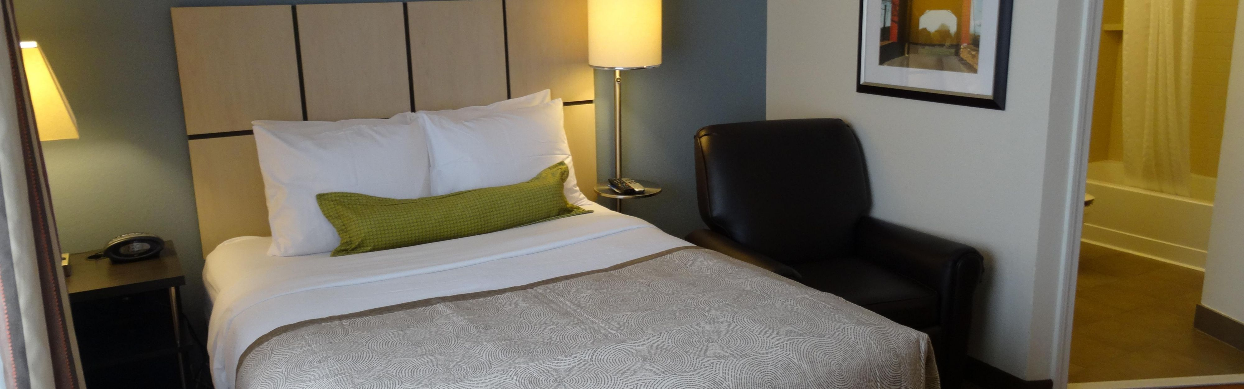 Candlewood Suites Cleveland-N. Olmsted image 1