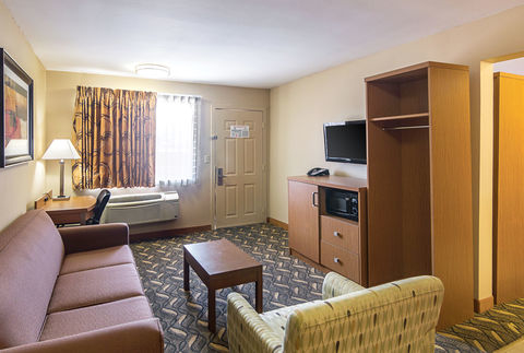 Quality Inn & Suites Six Flags Area image 2