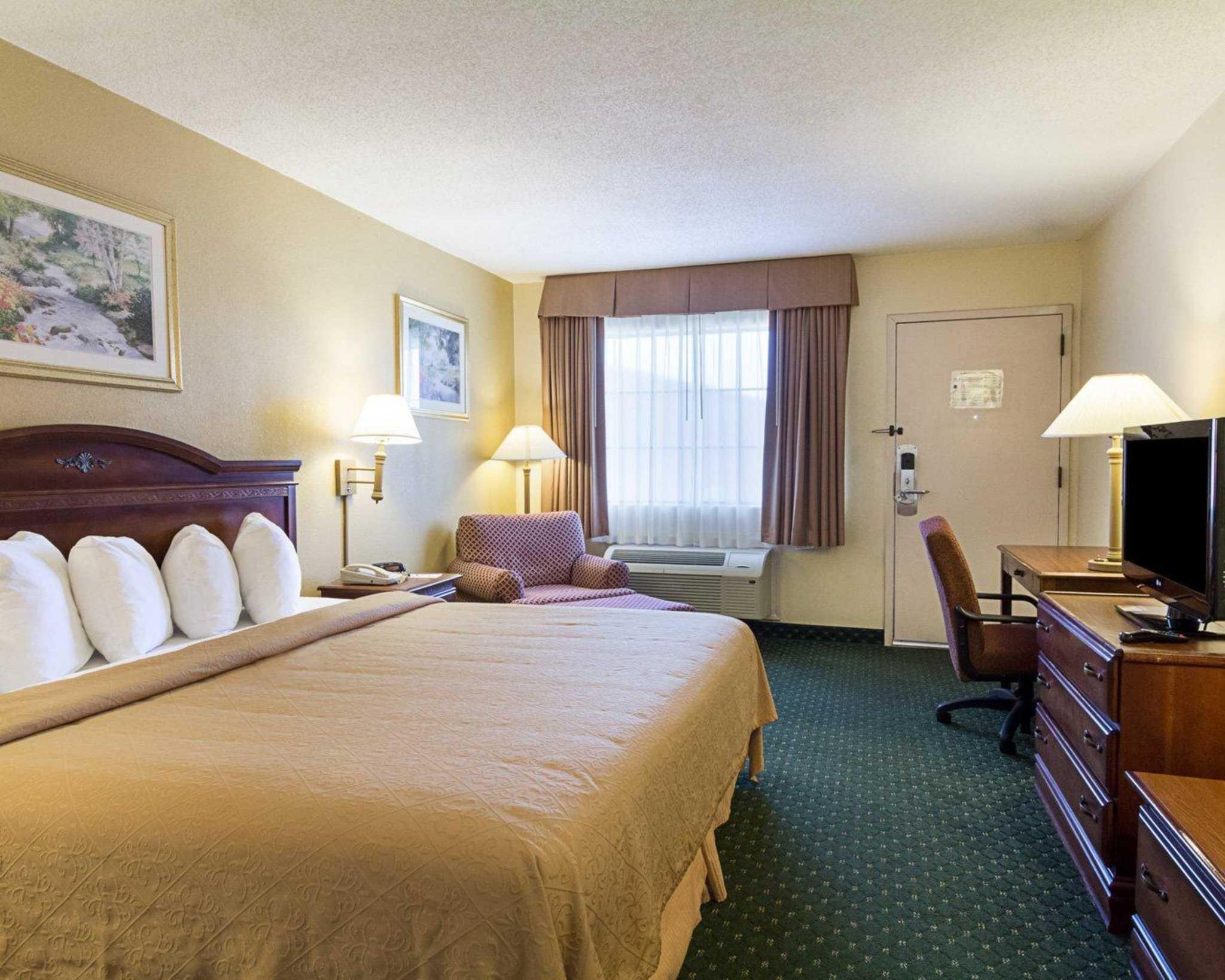 Quality Inn & Suites Southwest image 9