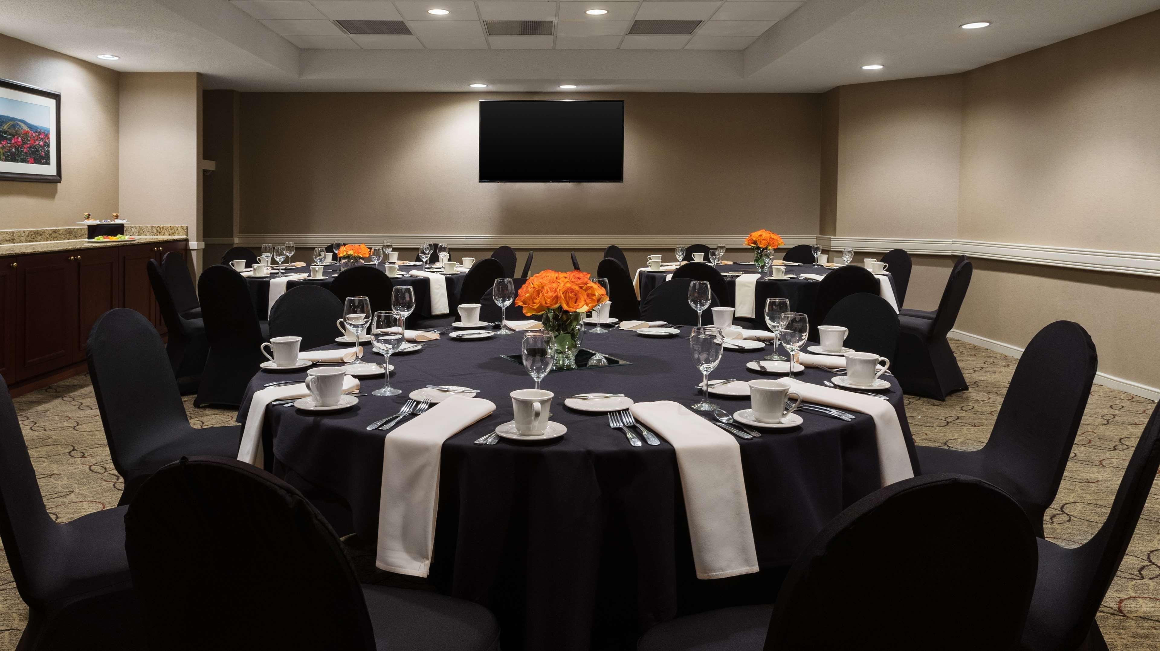 DoubleTree Suites by Hilton Hotel Cincinnati - Blue Ash image 33
