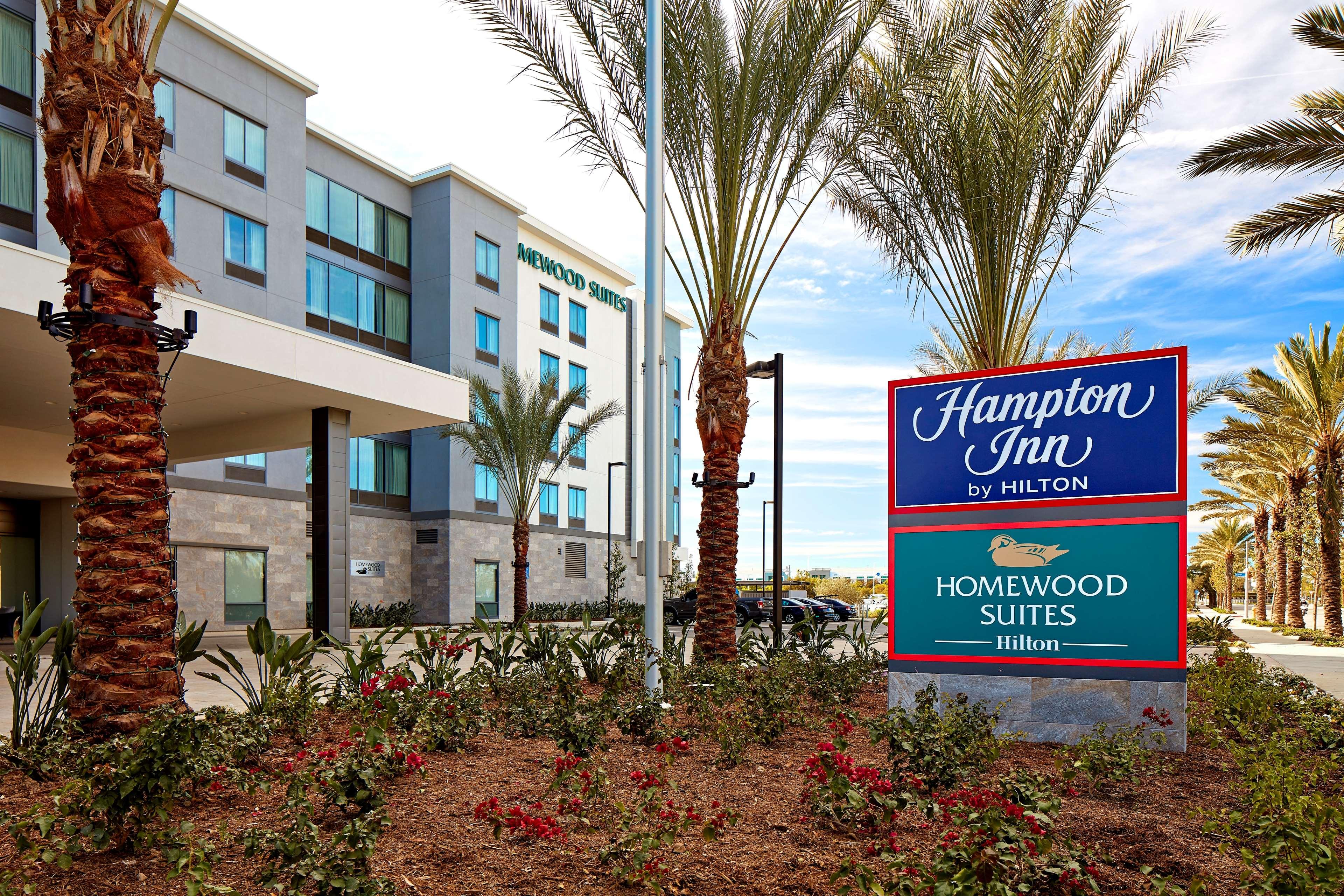 Hampton Inn Long Beach Airport image 4