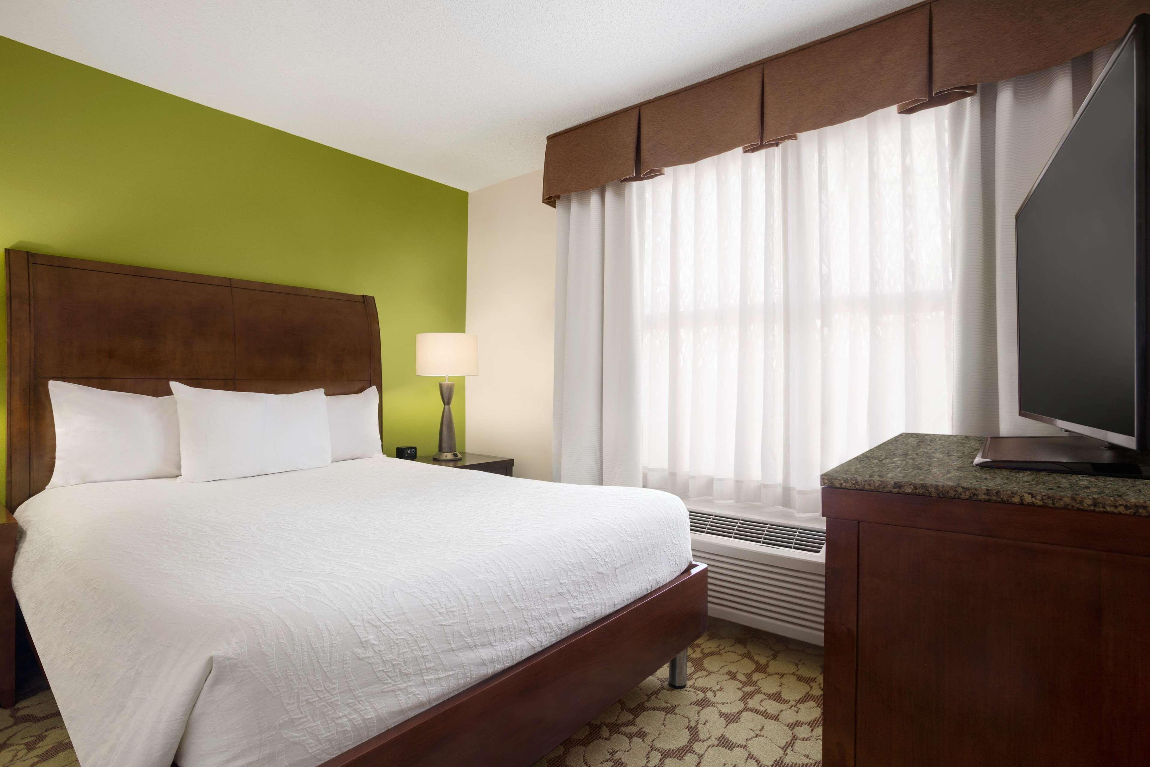 Hilton Garden Inn Atlanta Perimeter Center image 1
