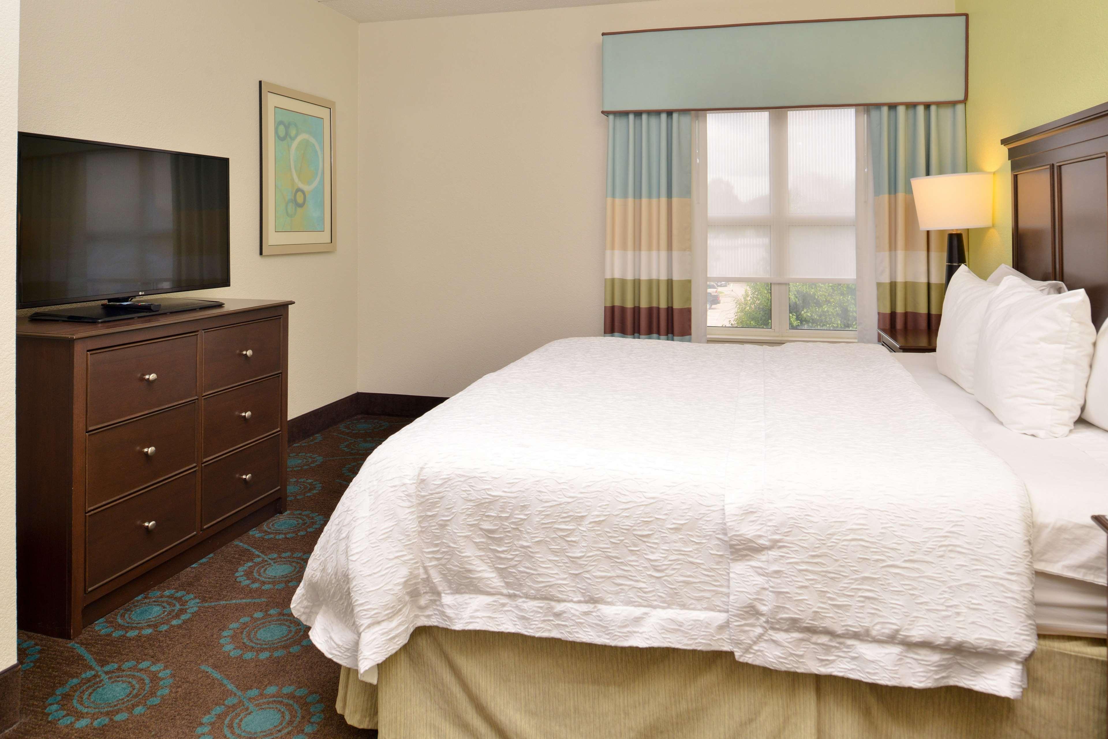 Hampton Inn & Suites Newport News (Oyster Point) image 27