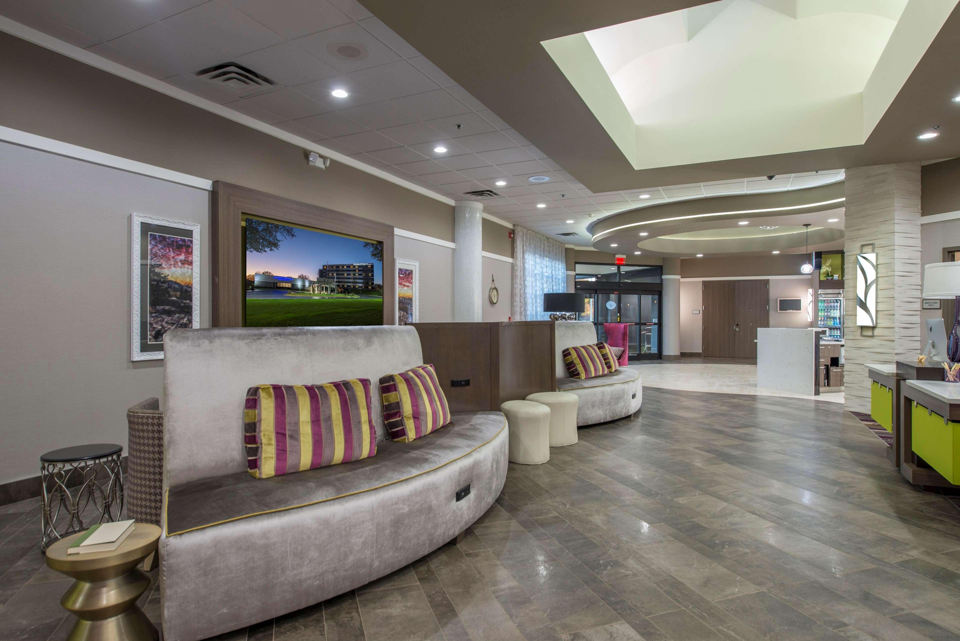 DoubleTree by Hilton Hotel Winston Salem - University image 11
