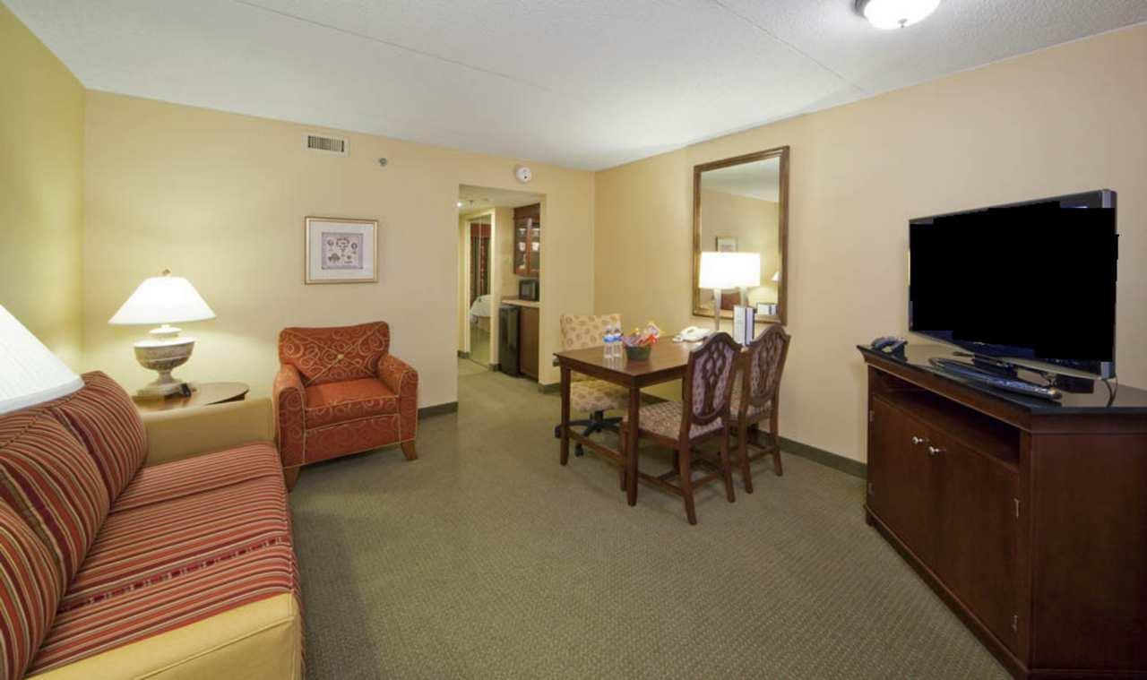 Embassy Suites by Hilton Detroit Troy Auburn Hills image 32