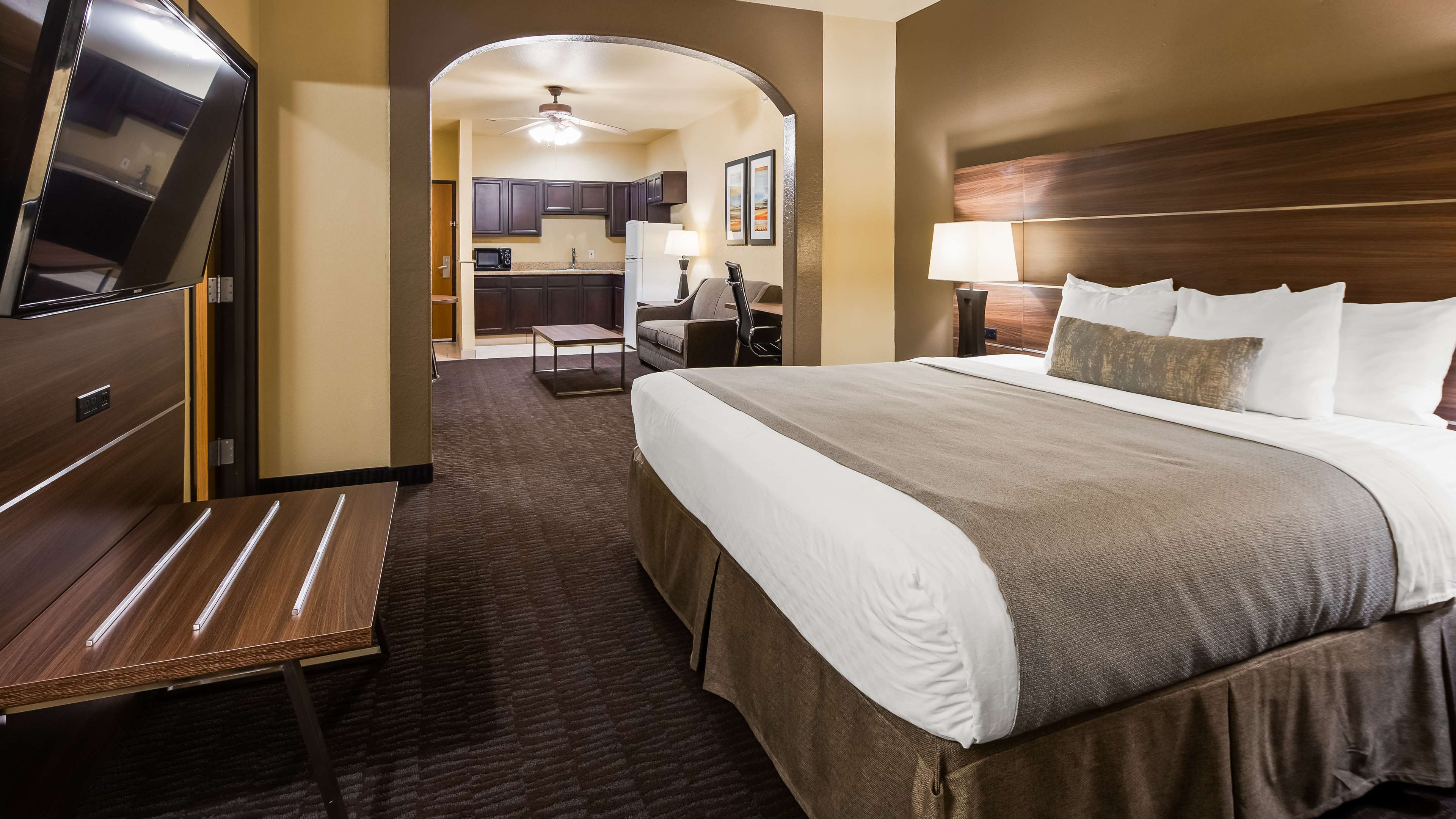Best Western Plus Hill Country Suites image 9
