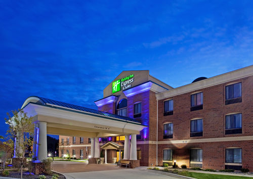 Holiday inn express suites chesterfield selfridge area for Victory motors chesterfield mi