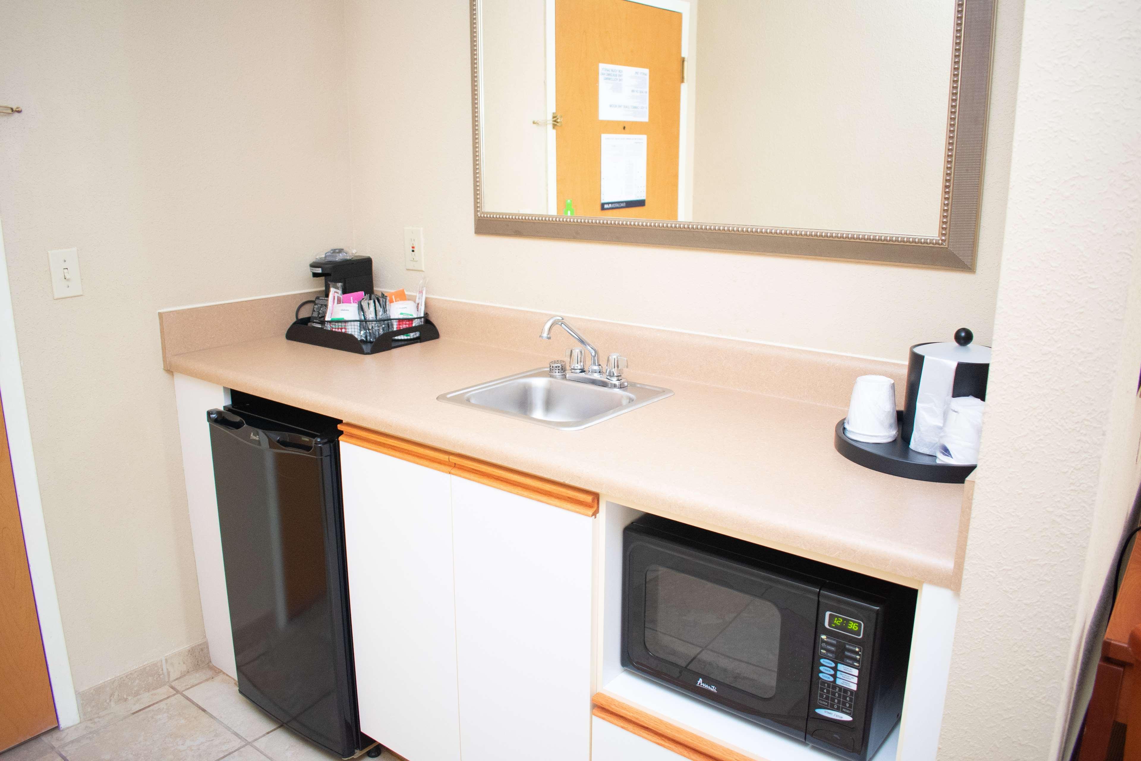 Hampton Inn & Suites Augusta West image 23