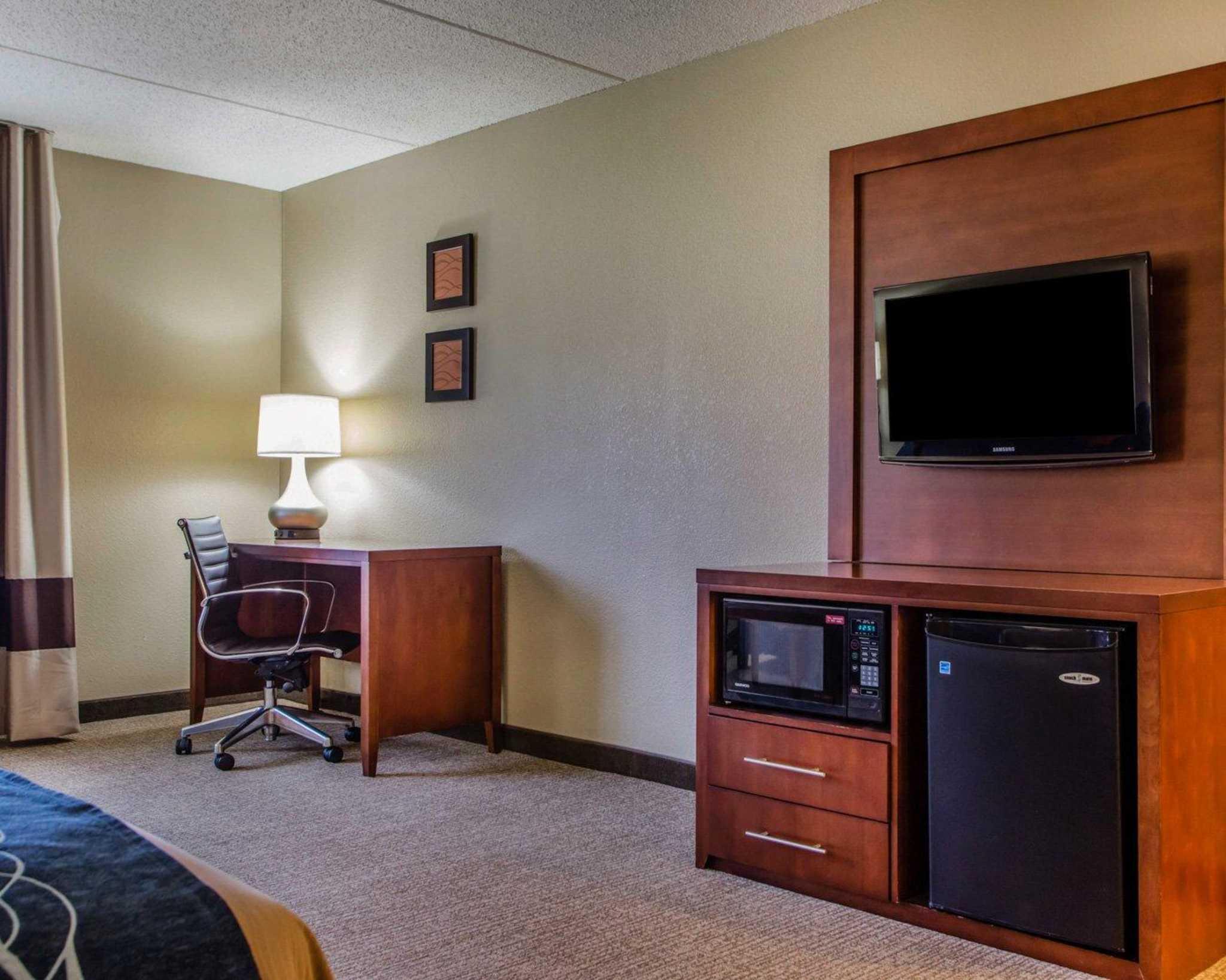 Comfort Inn & Suites Jackson - West Bend image 5