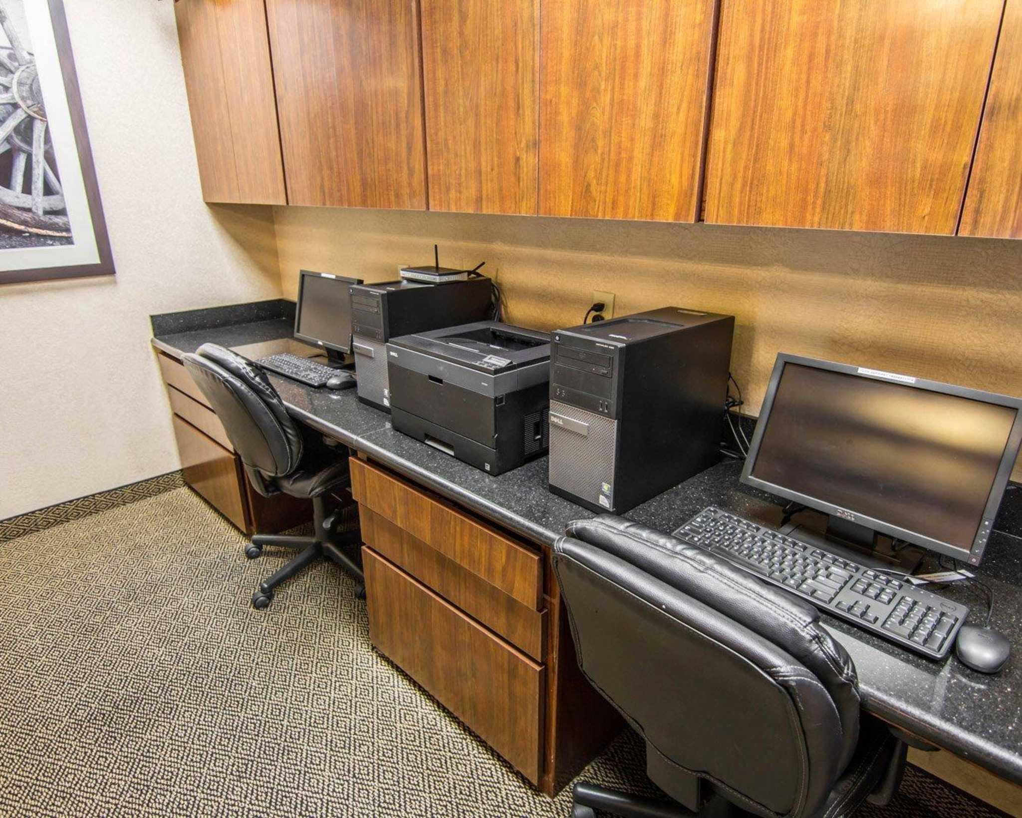 Comfort Suites Marshall image 40