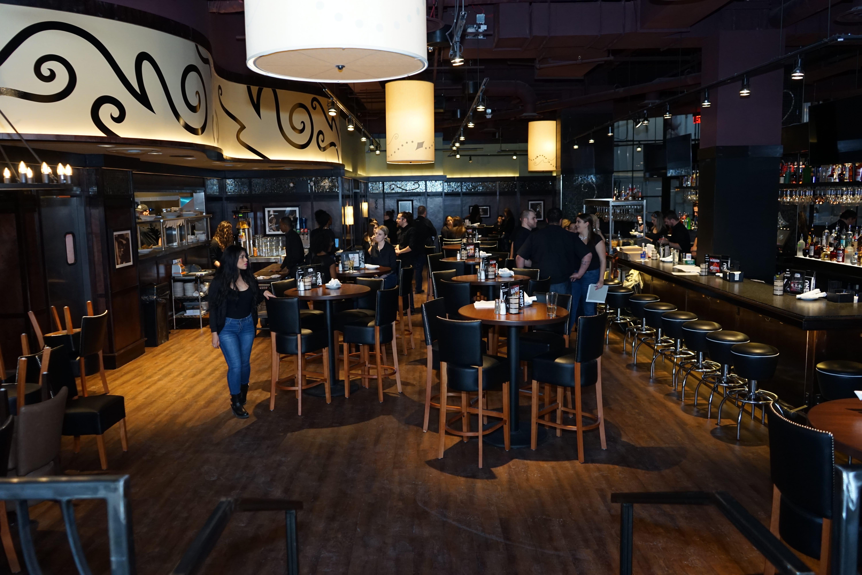 Bar Louie 1 Garden State Plaza Unit B2 Paramus, NJ Grills