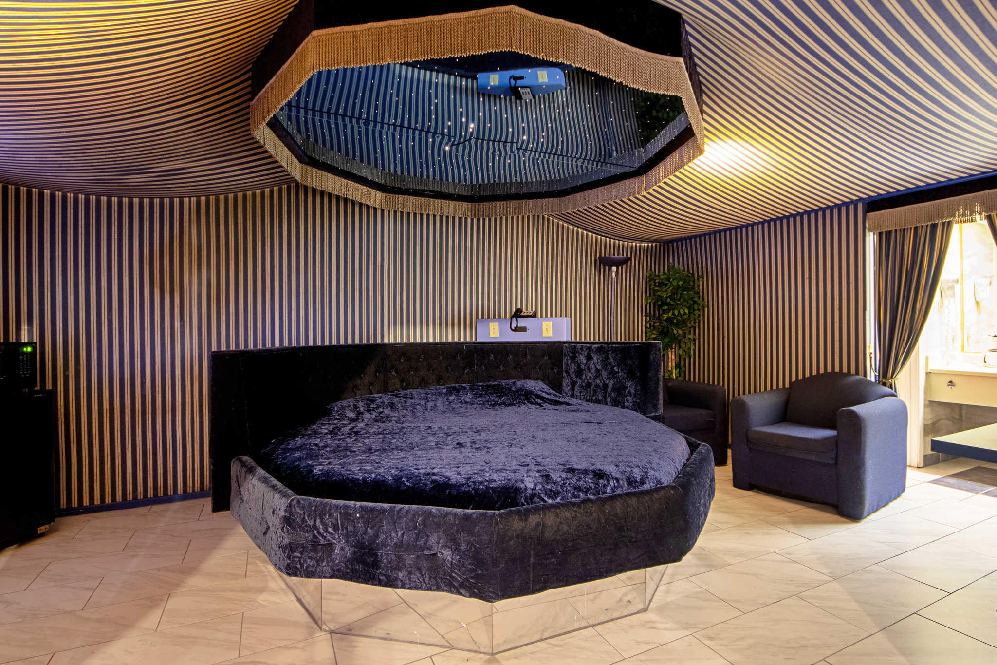 Rodeway Inn & Suites image 49