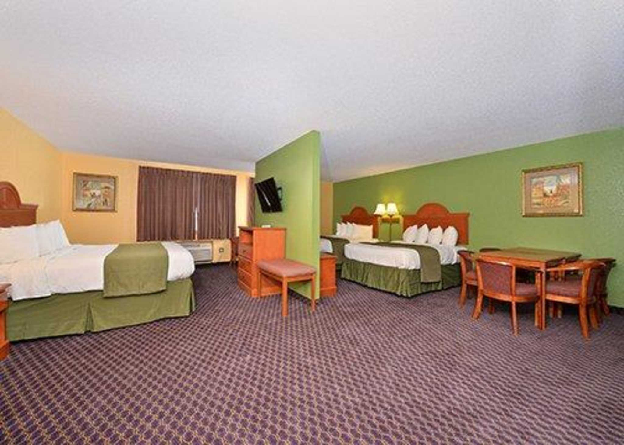 Quality Inn & Suites image 17