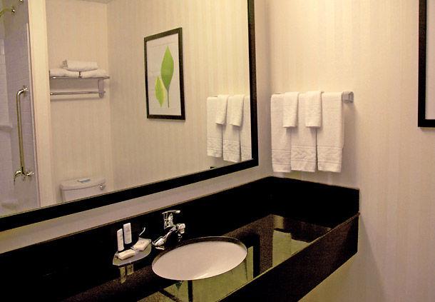 Fairfield Inn & Suites by Marriott Kansas City Overland Park image 2