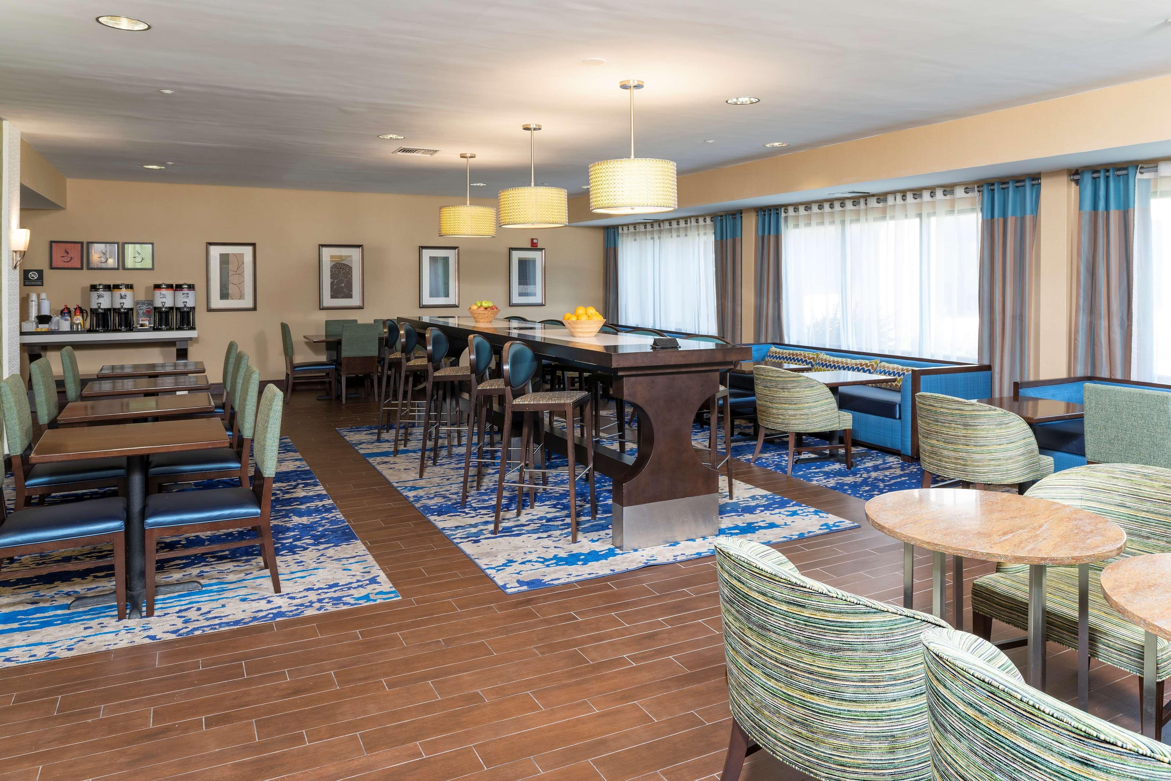 Hampton Inn East Lansing image 4