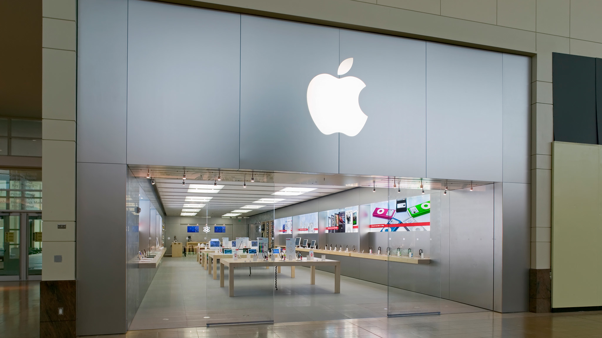 Apple First Colony Mall image 0