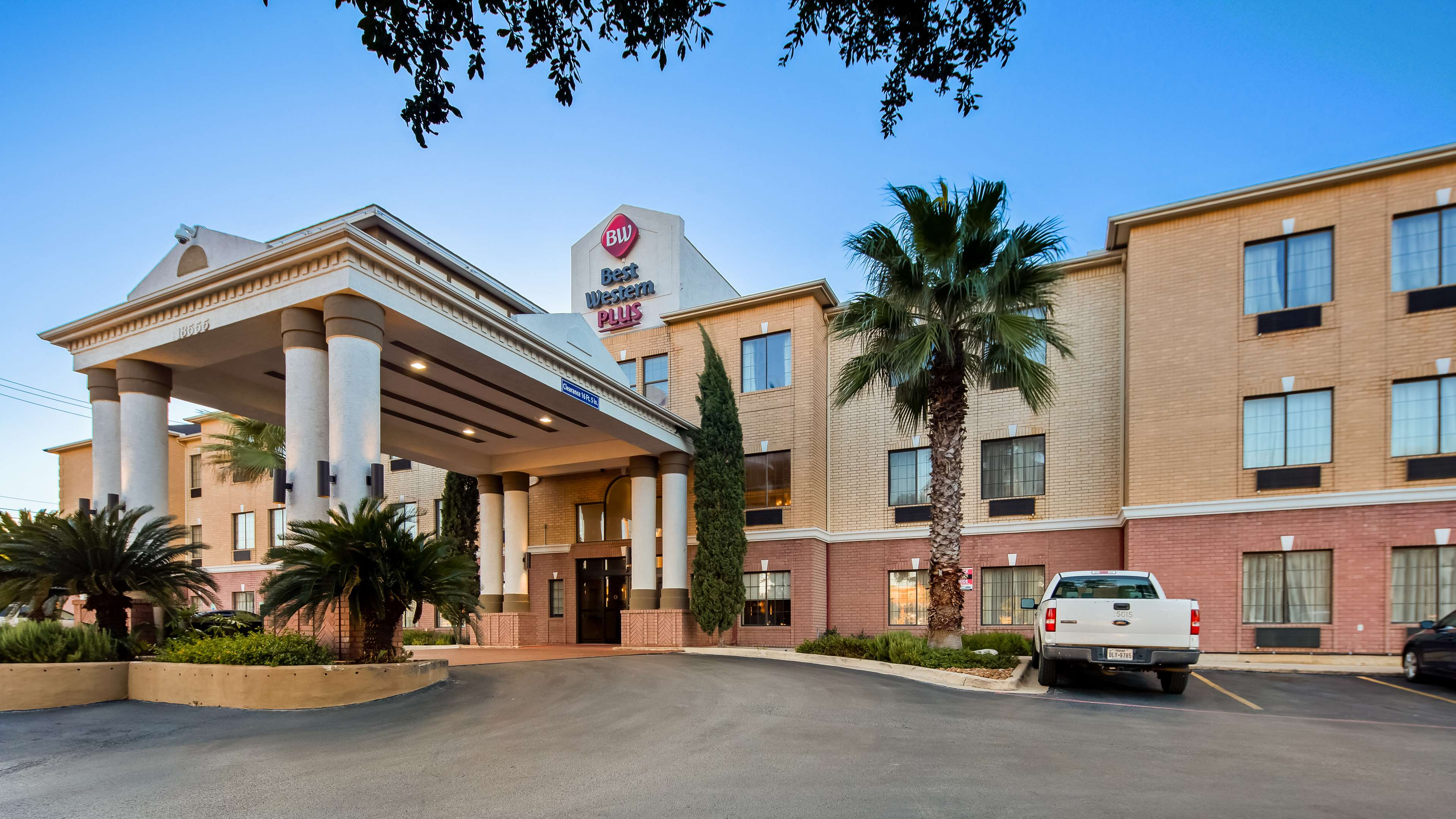 Best Western Plus Hill Country Suites image 1