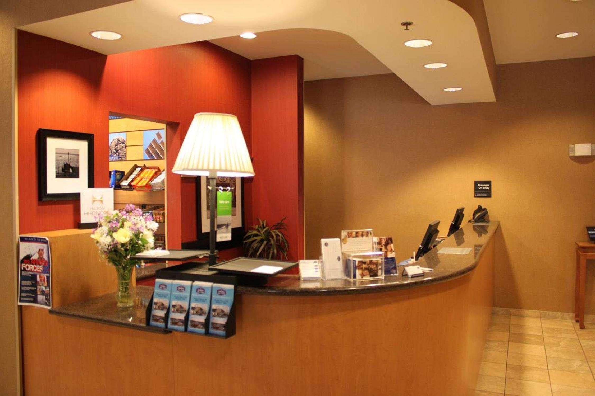 Hampton Inn & Suites Bremerton image 9