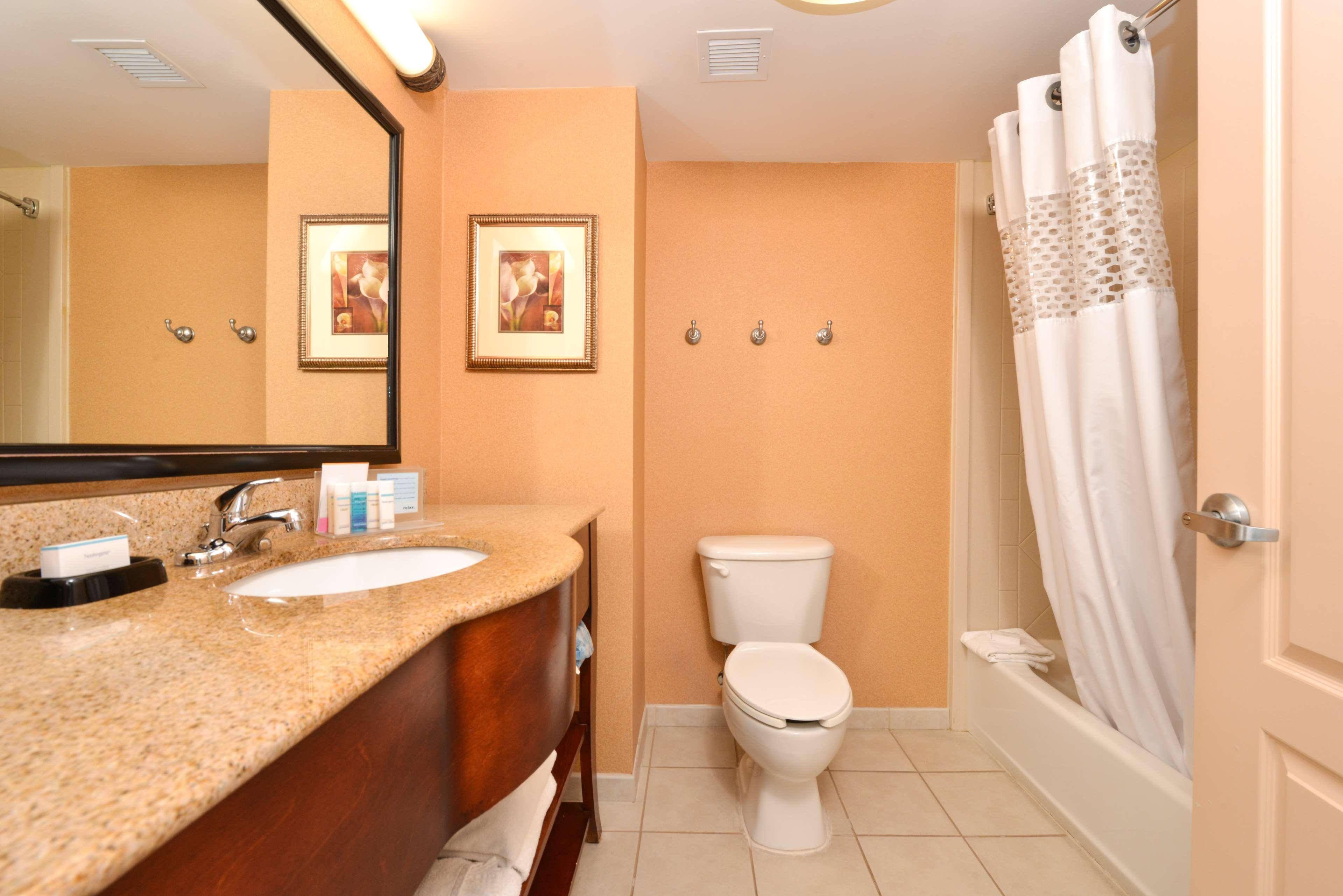 Hampton Inn & Suites Fredericksburg South image 29