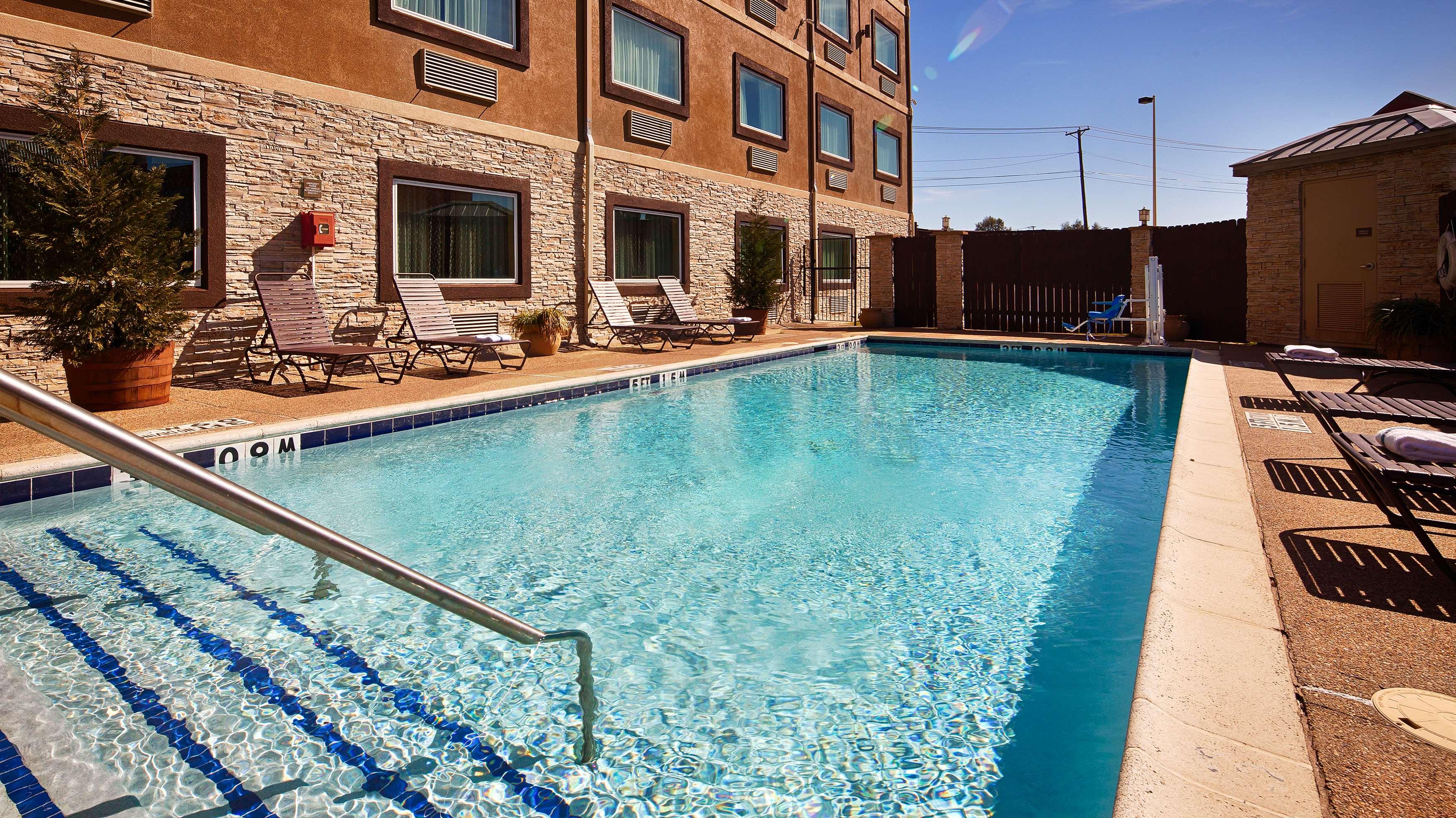 Best Western Plus Arlington North Hotel & Suites image 10
