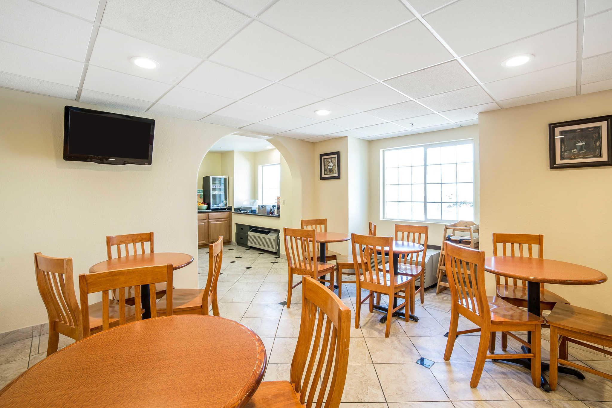 Quality Inn & Suites Elko image 27