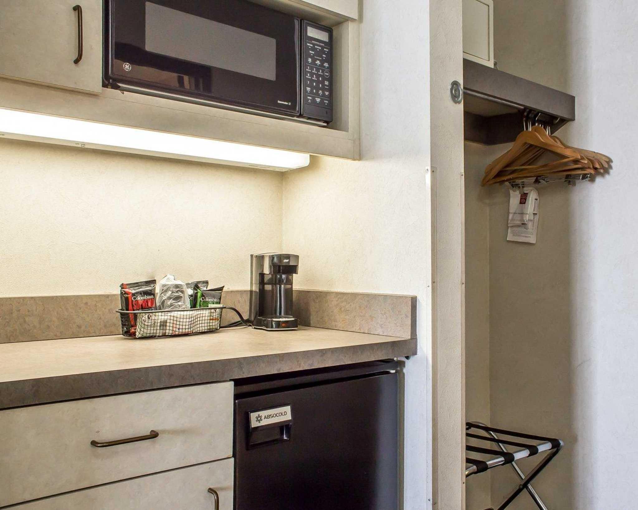 Comfort Suites Phoenix North image 5