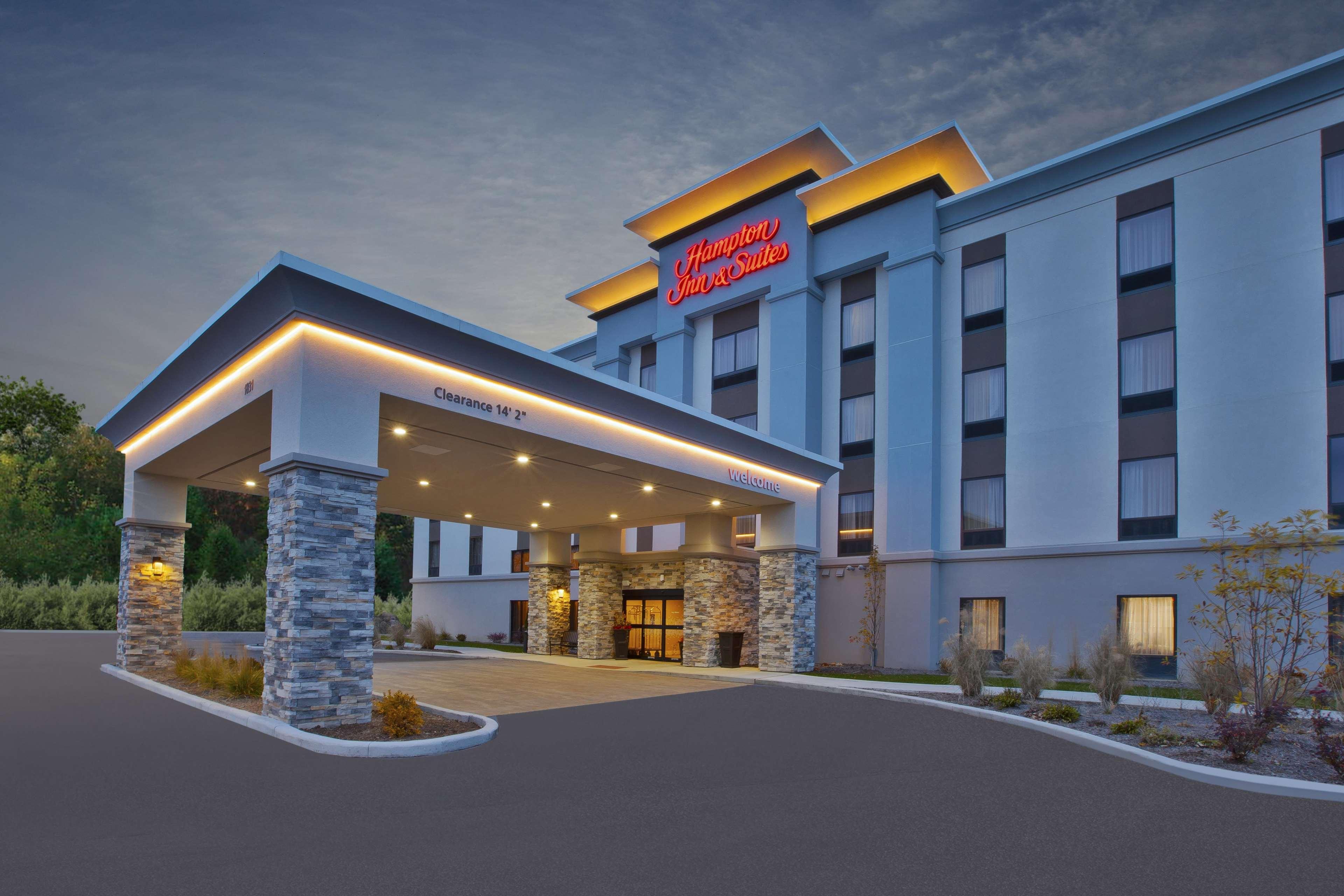 Hampton Inn & Suites Alliance image 1