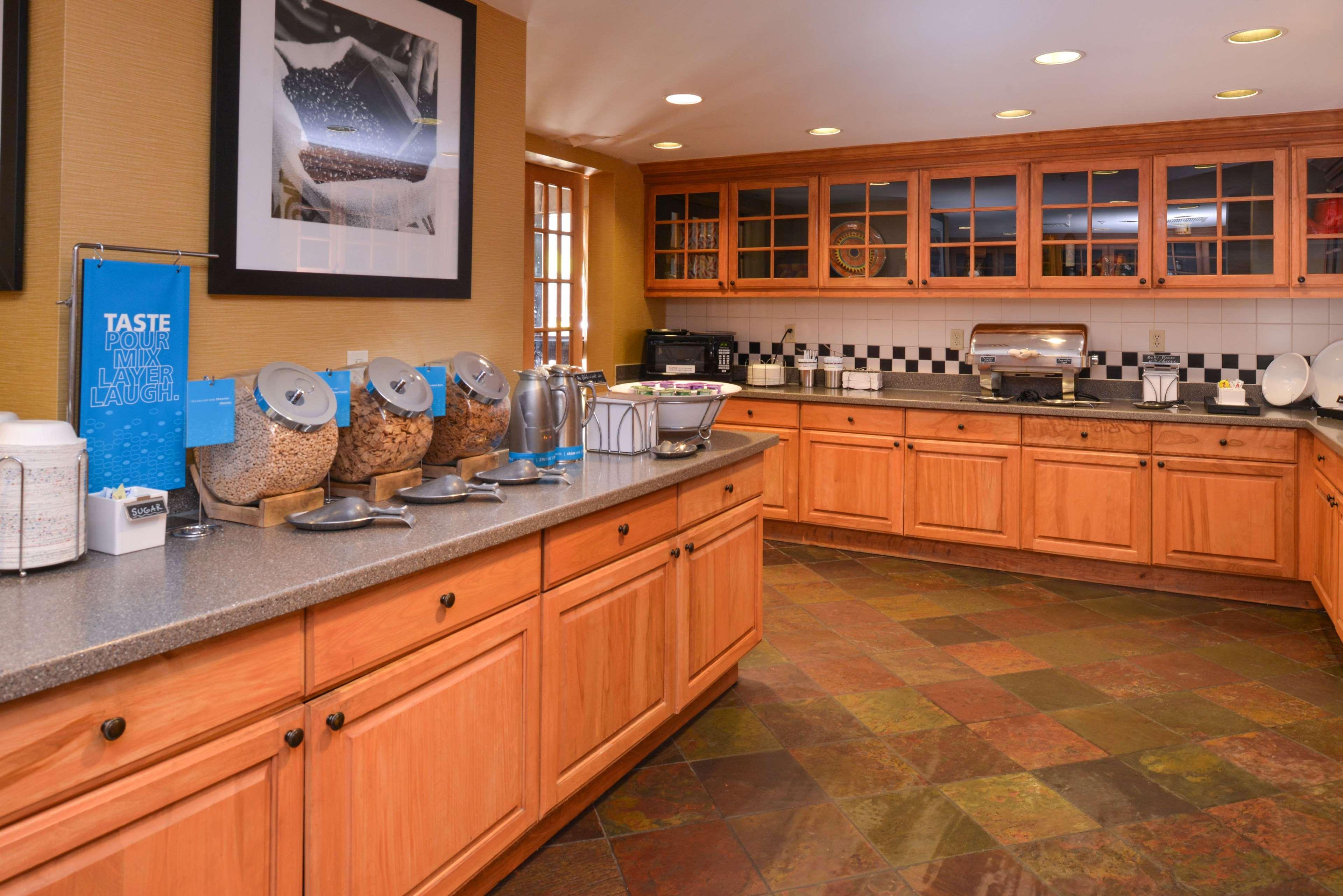 Hampton Inn & Suites Pueblo-Southgate image 18