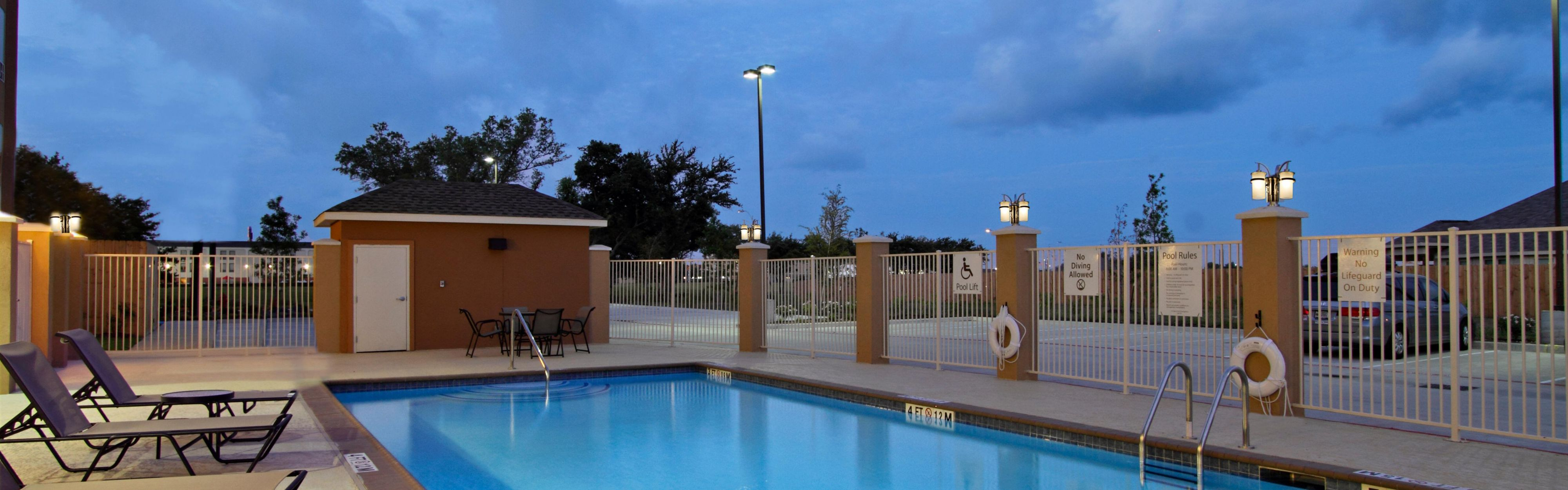 Holiday Inn Express & Suites Houston East - Baytown image 2