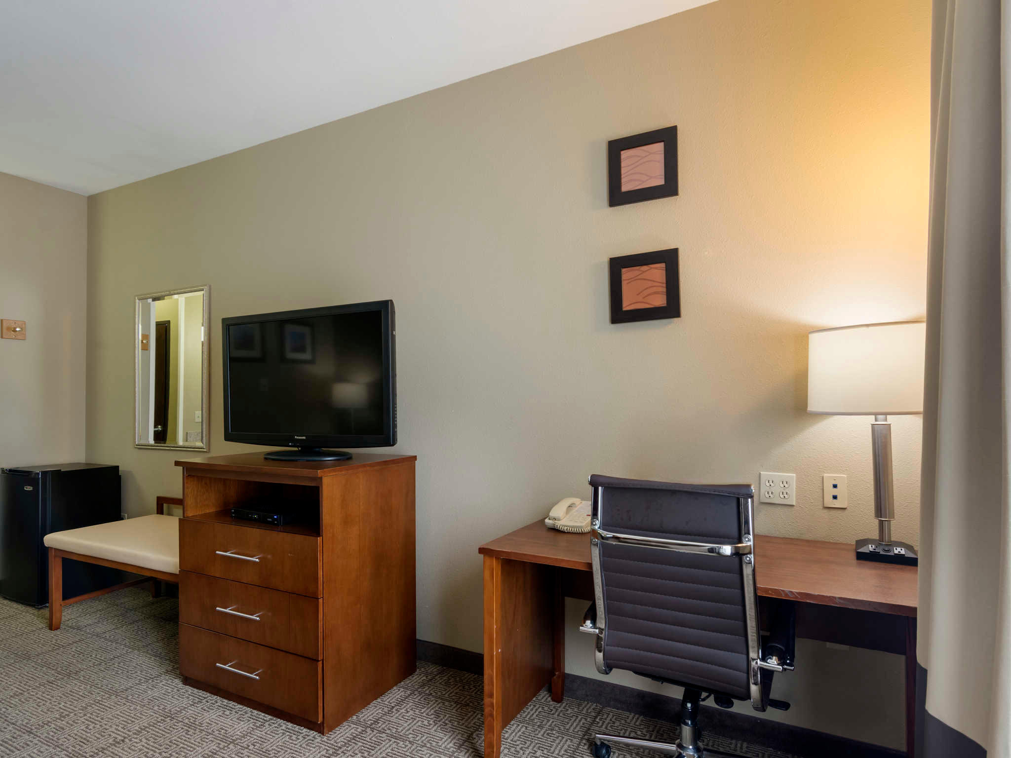 Comfort Inn & Suites Sacramento - University Area image 10