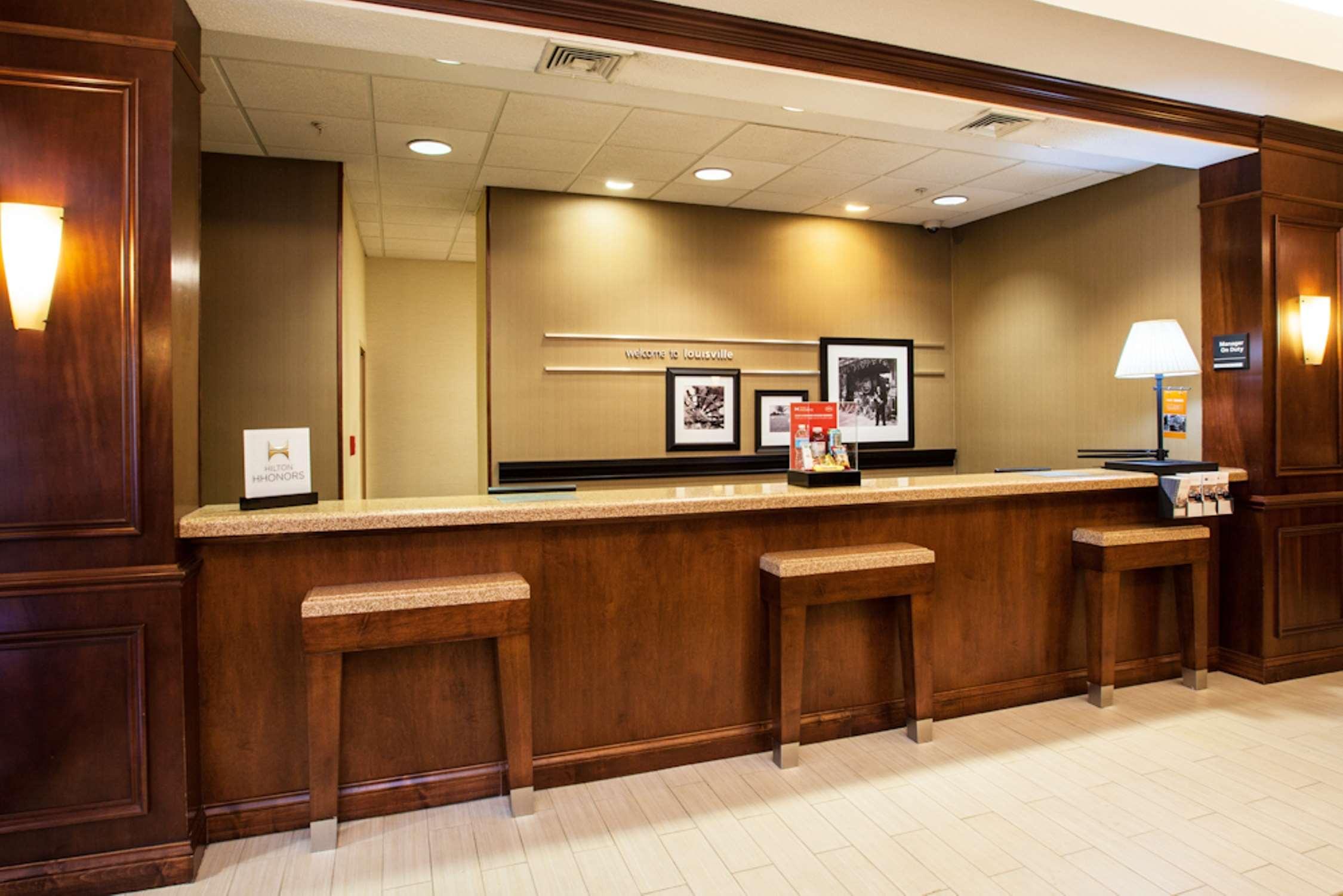 Hampton Inn Louisville-Northeast image 1