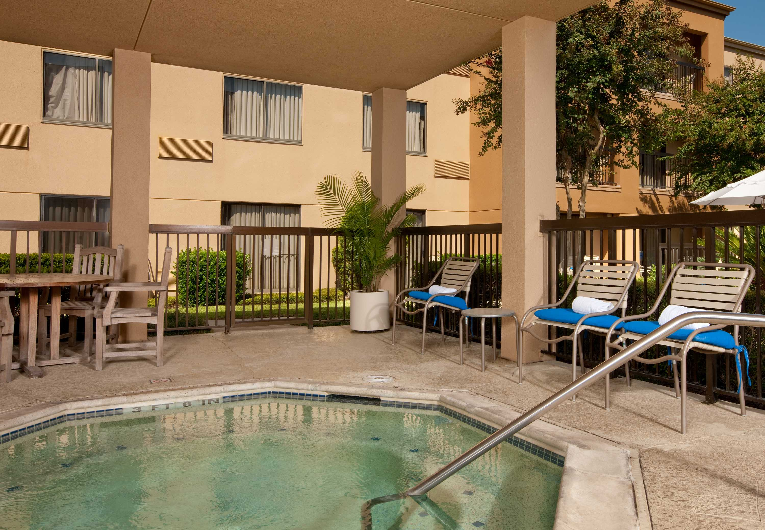 Courtyard by Marriott Houston Hobby Airport image 20