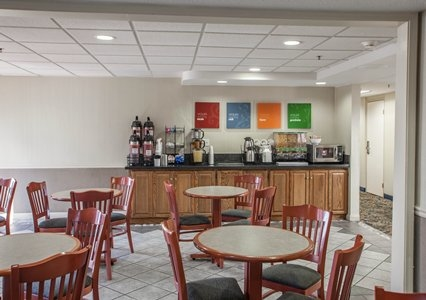 Oakbrook Mall Hours >> Comfort Inn in Downers Grove, IL | Whitepages