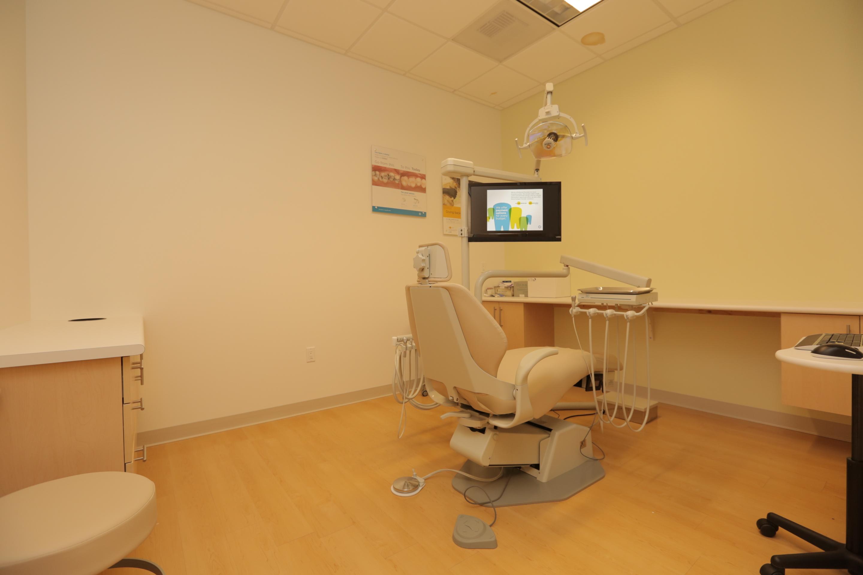 Jantzen Beach Modern Dentistry image 9