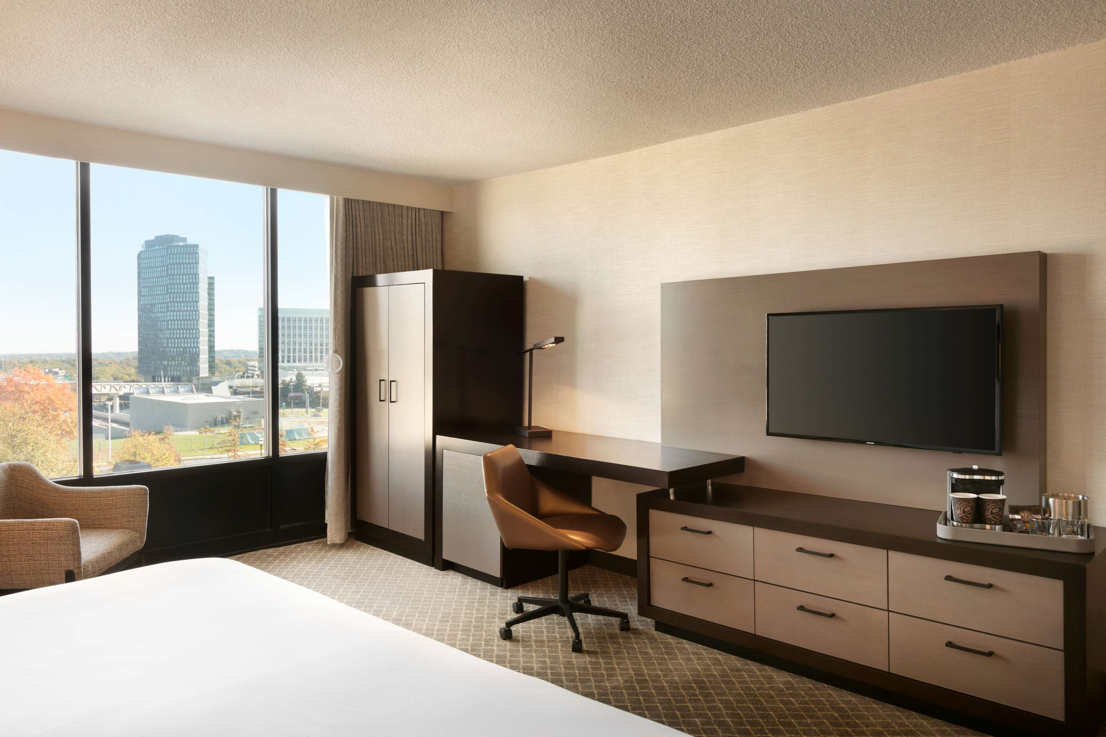 DoubleTree by Hilton McLean Tysons image 22