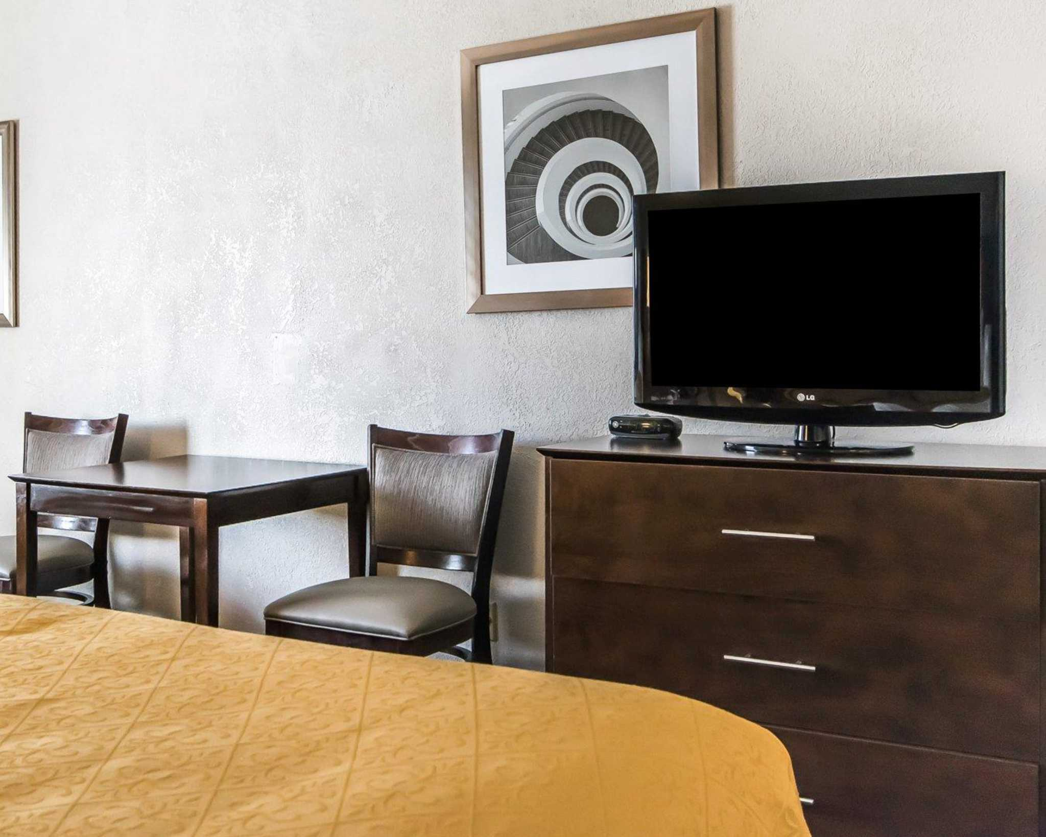 Quality Inn & Suites University/Airport image 4