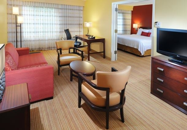 Courtyard by Marriott Houston Hobby Airport image 8