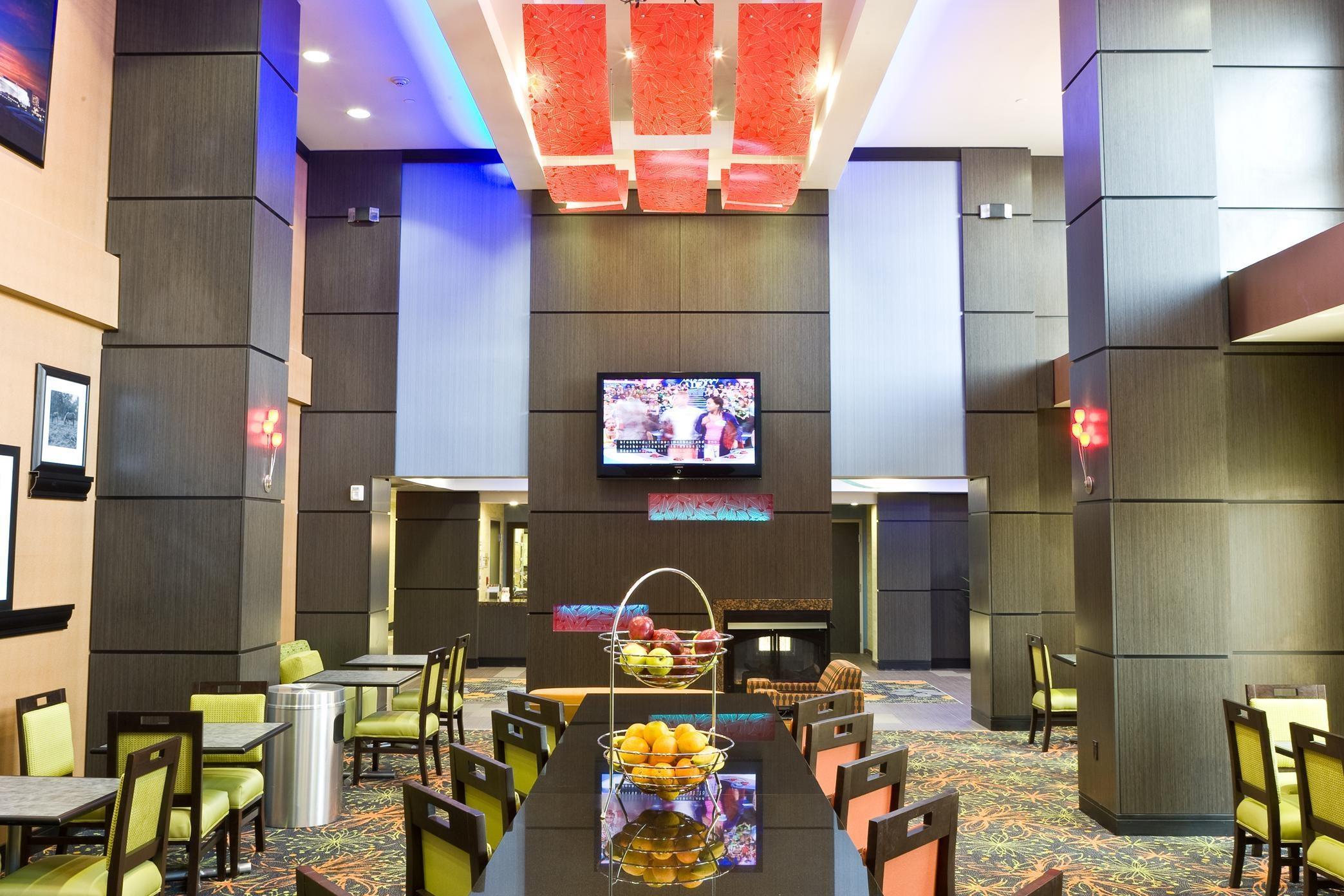 Hampton Inn & Suites Tulsa/Central image 1