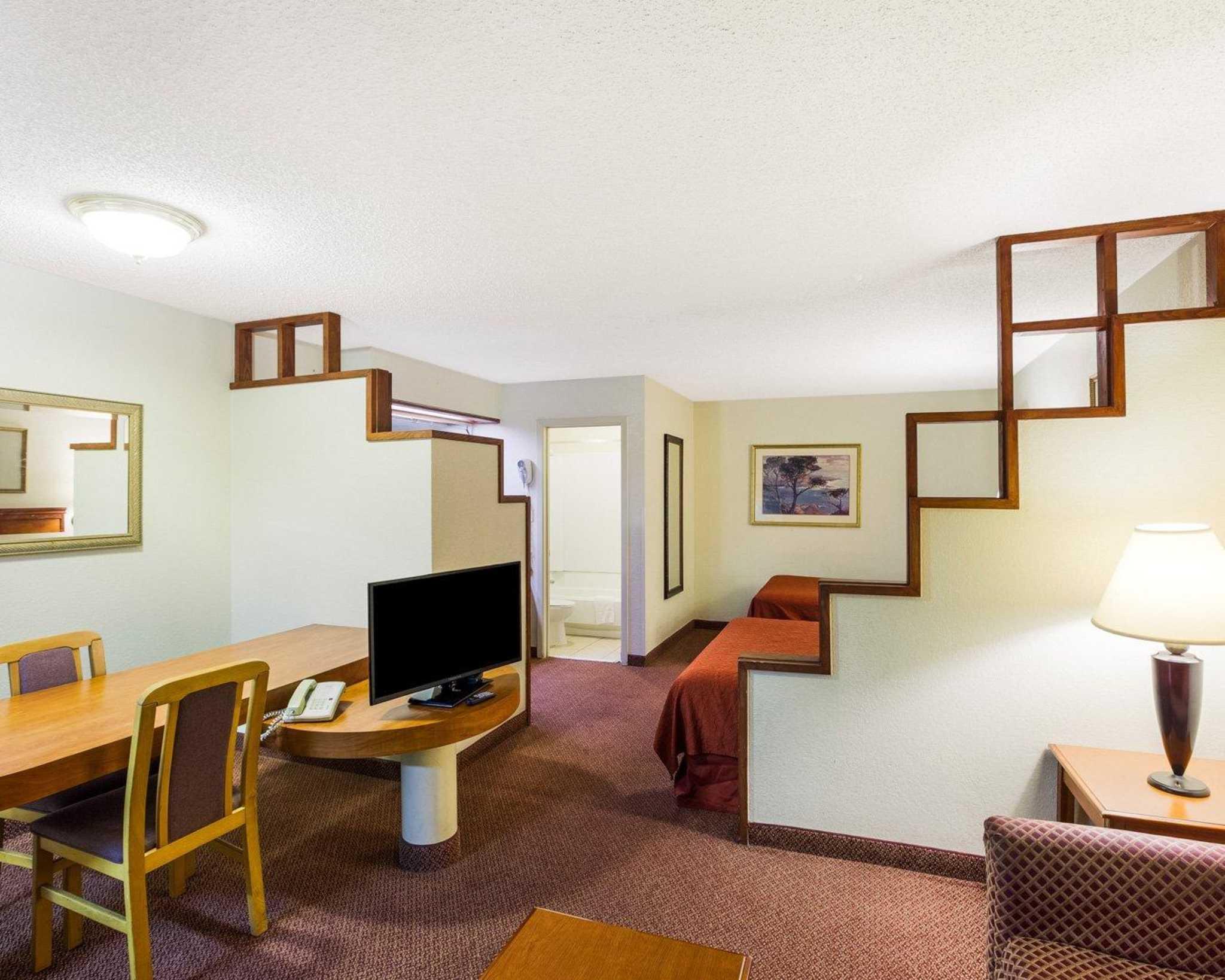 Rodeway Inn & Suites Fiesta Park image 13