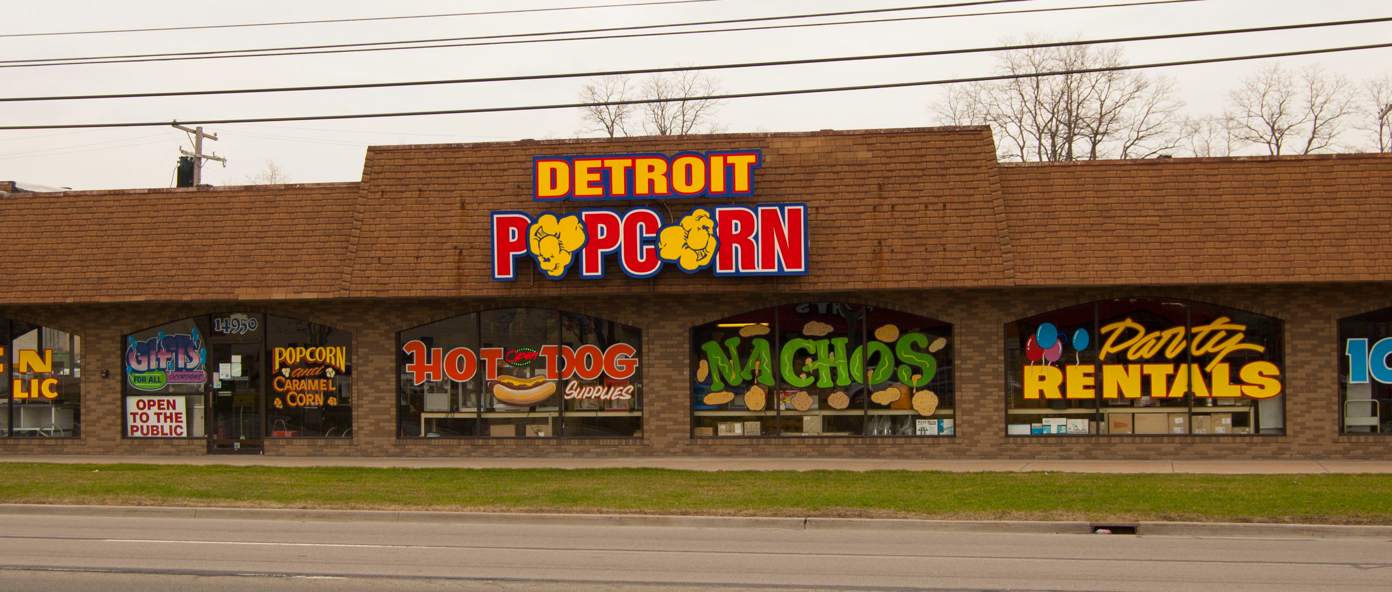 Detroit Popcorn Company, Telegraph Rd., Redford Twp., has been preparing delicious snack foods for the last 92 years. All products are made fresh daily, including buttery popcorn, cheddar cheese popcorn and caramel corn (soaked in percent real caramel).