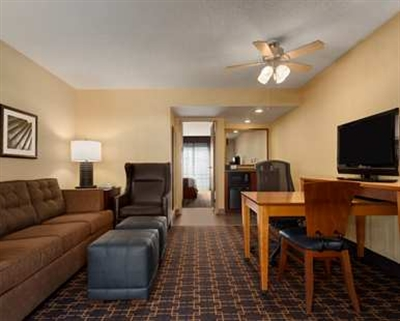 Embassy Suites Los Angeles - International Airport/South - ad image