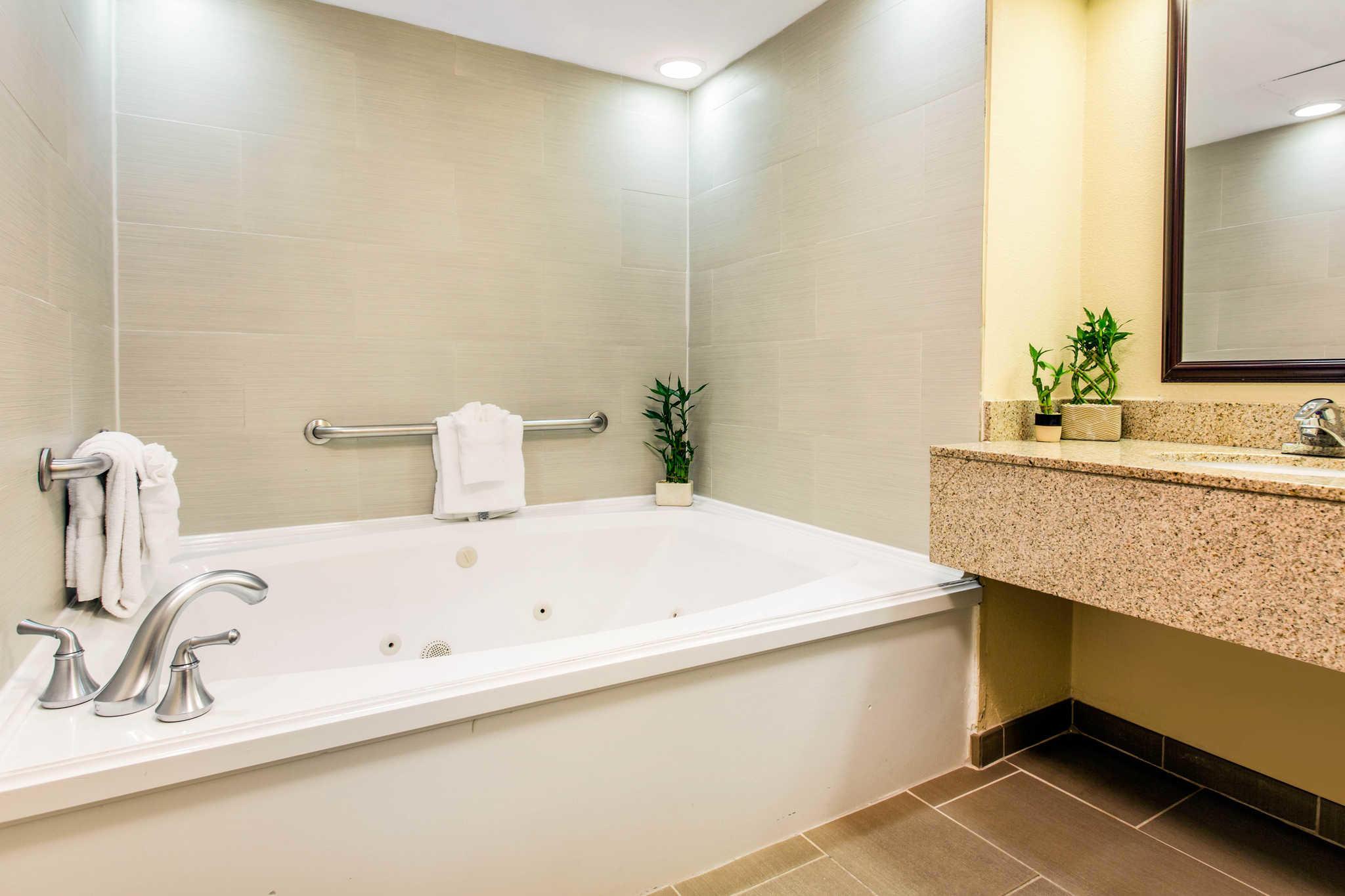 Comfort Inn & Suites Crabtree Valley image 31