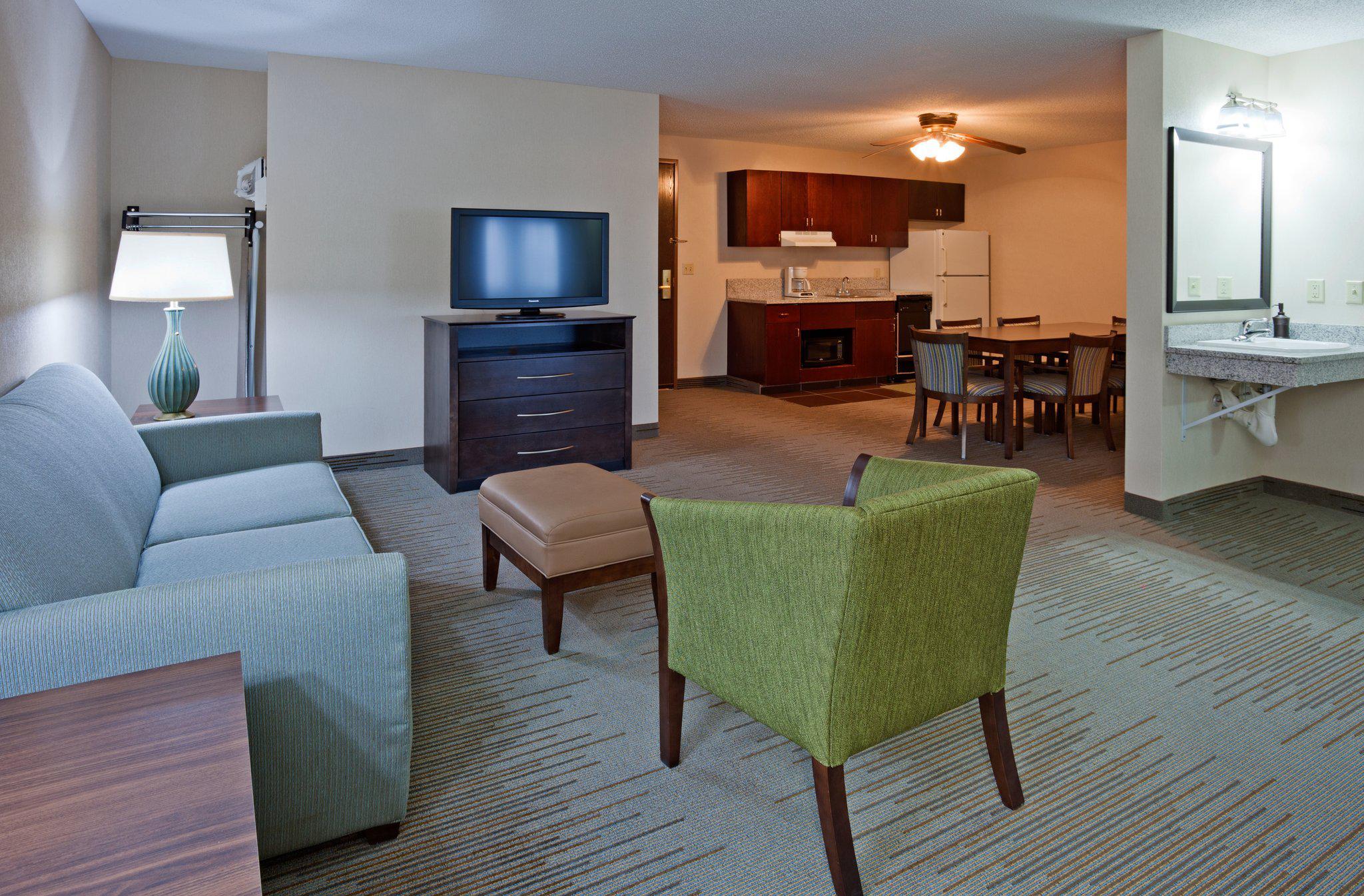 Holiday Inn Express & Suites St. Paul NE (Vadnais Heights), an IHG Hotel