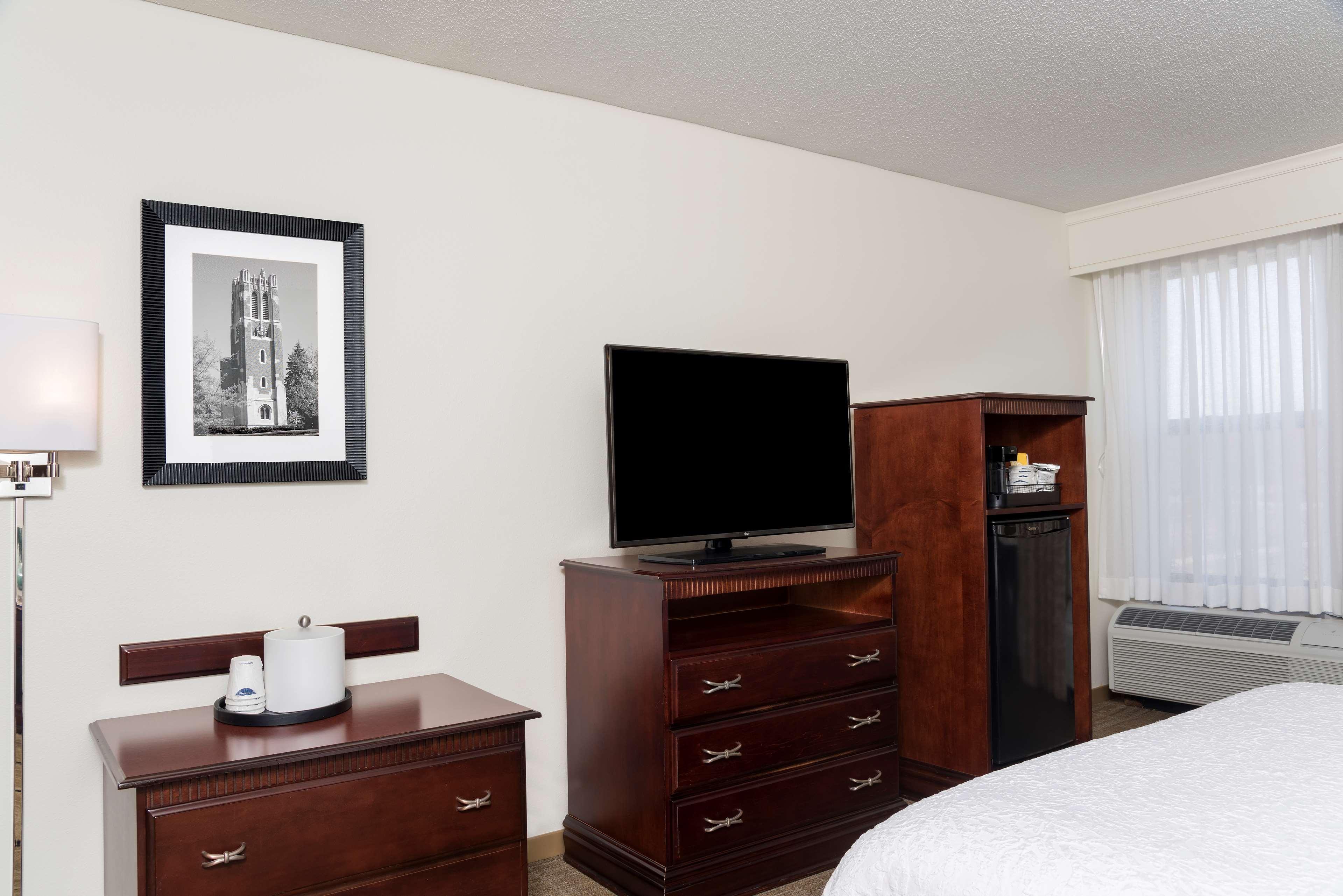 Hampton Inn East Lansing image 33