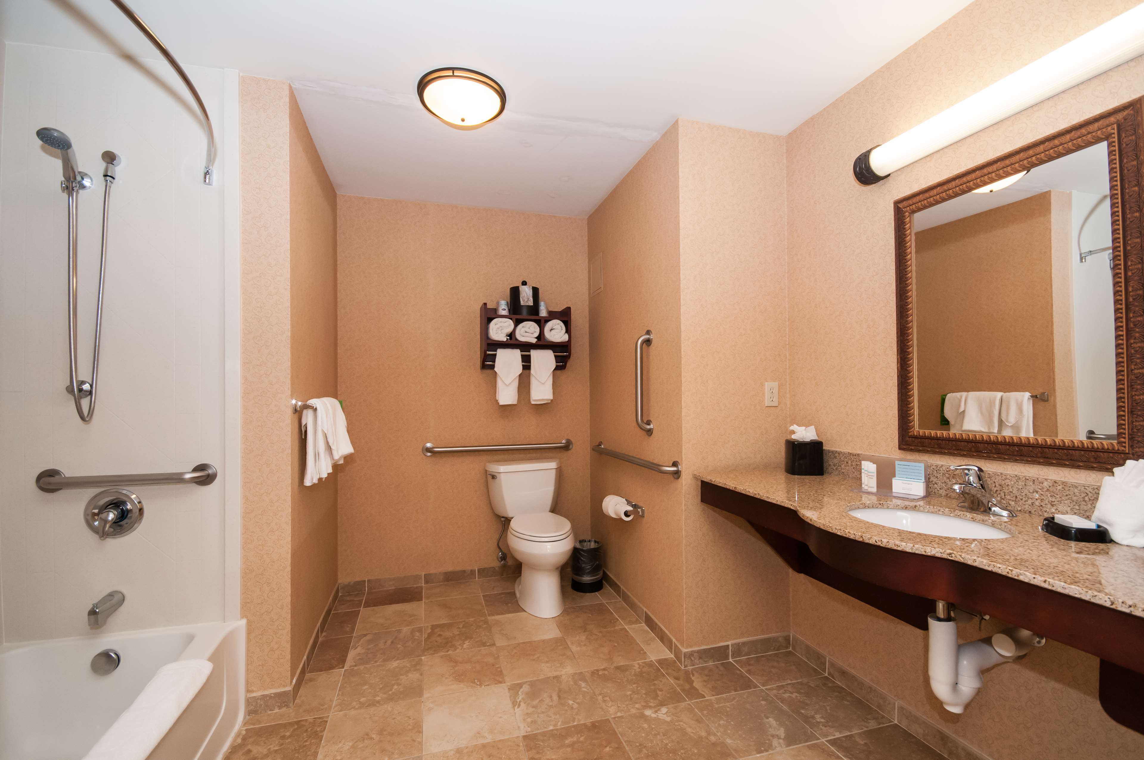 Hampton Inn & Suites Rochester-North image 25