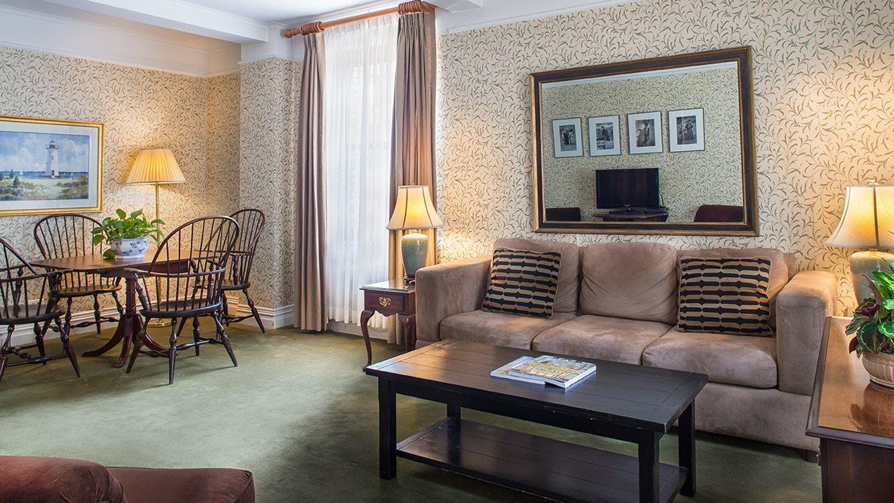 Roger Smith Hotel image 4