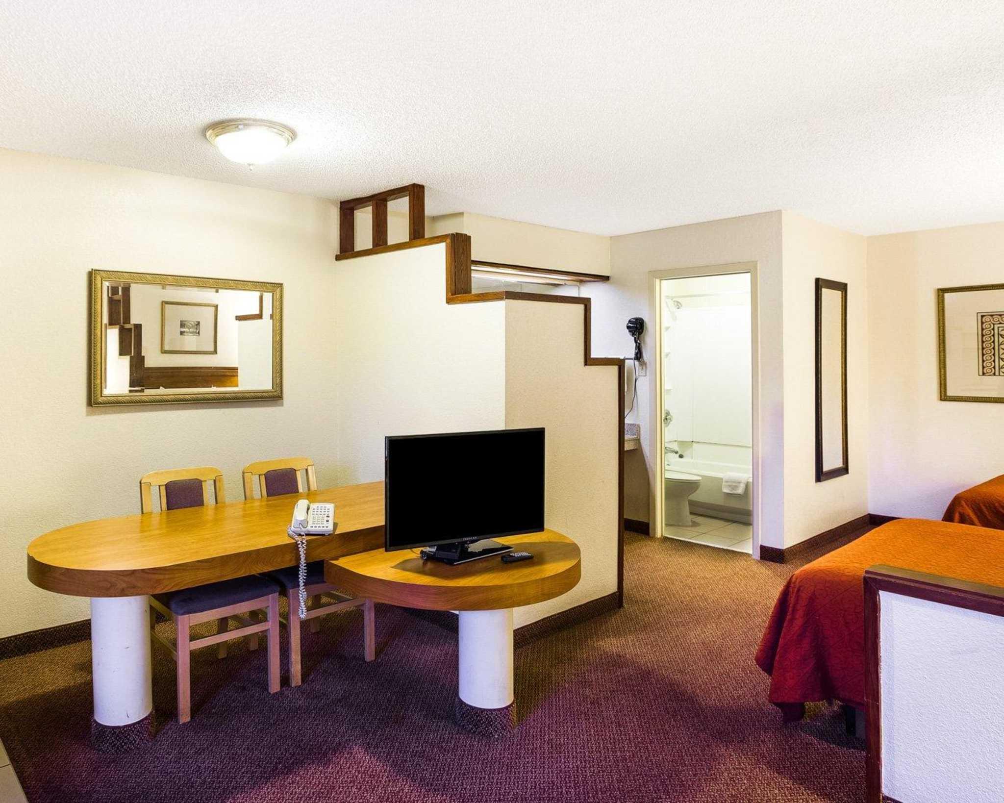 Rodeway Inn & Suites Fiesta Park image 34