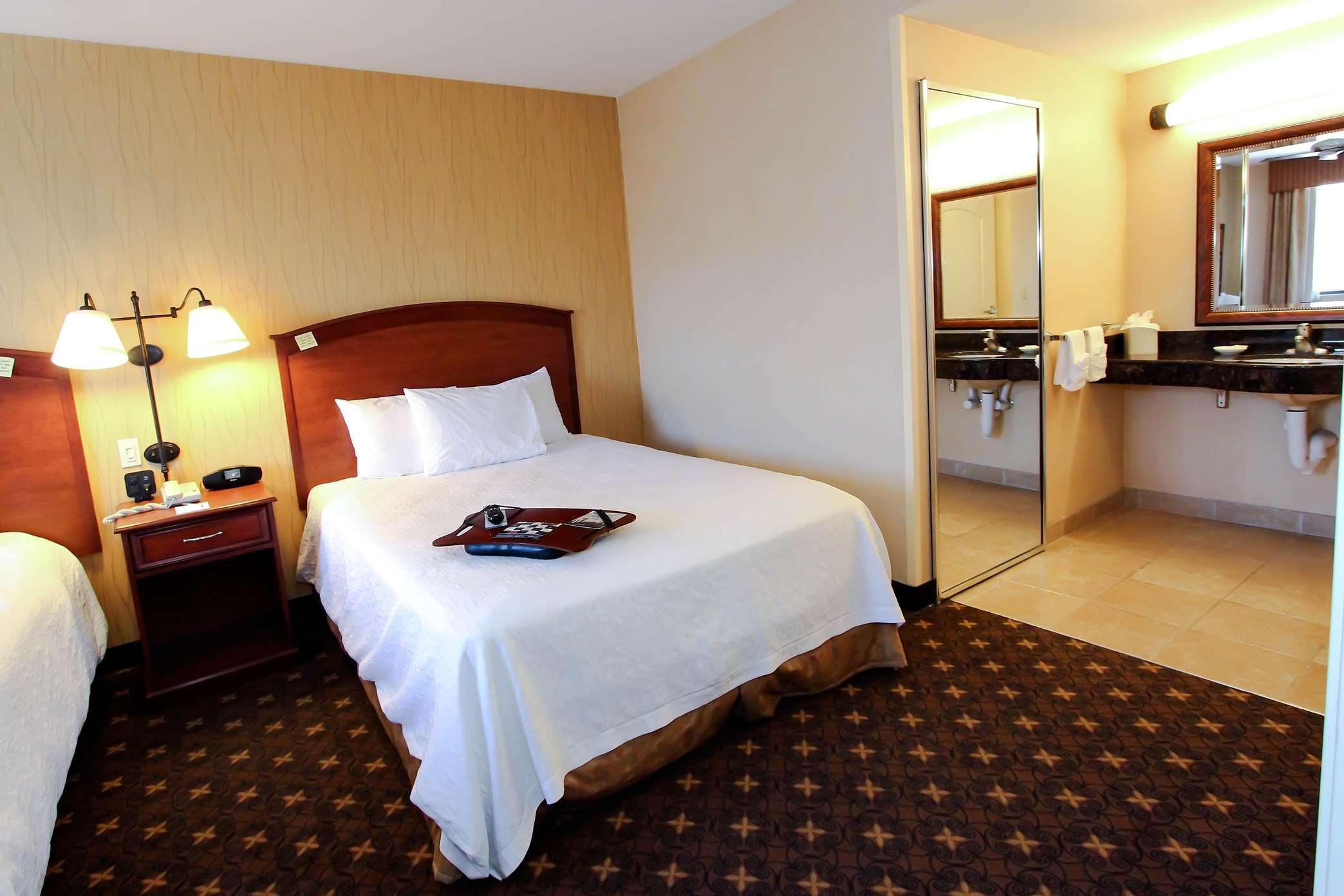 Hampton Inn & Suites Denver-Speer Boulevard image 4