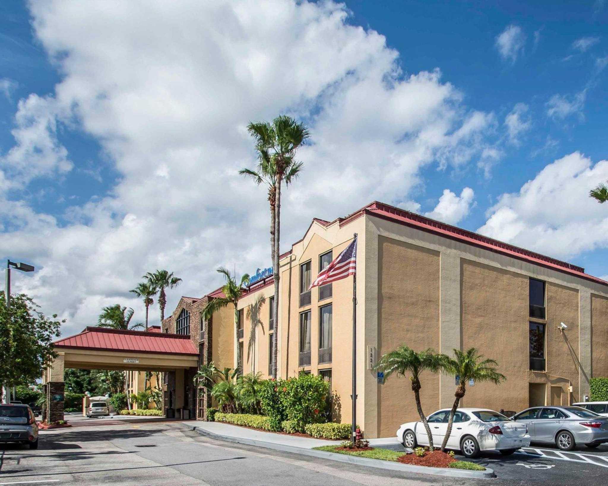 Comfort Inn & Suites Lantana - West Palm Beach South image 1